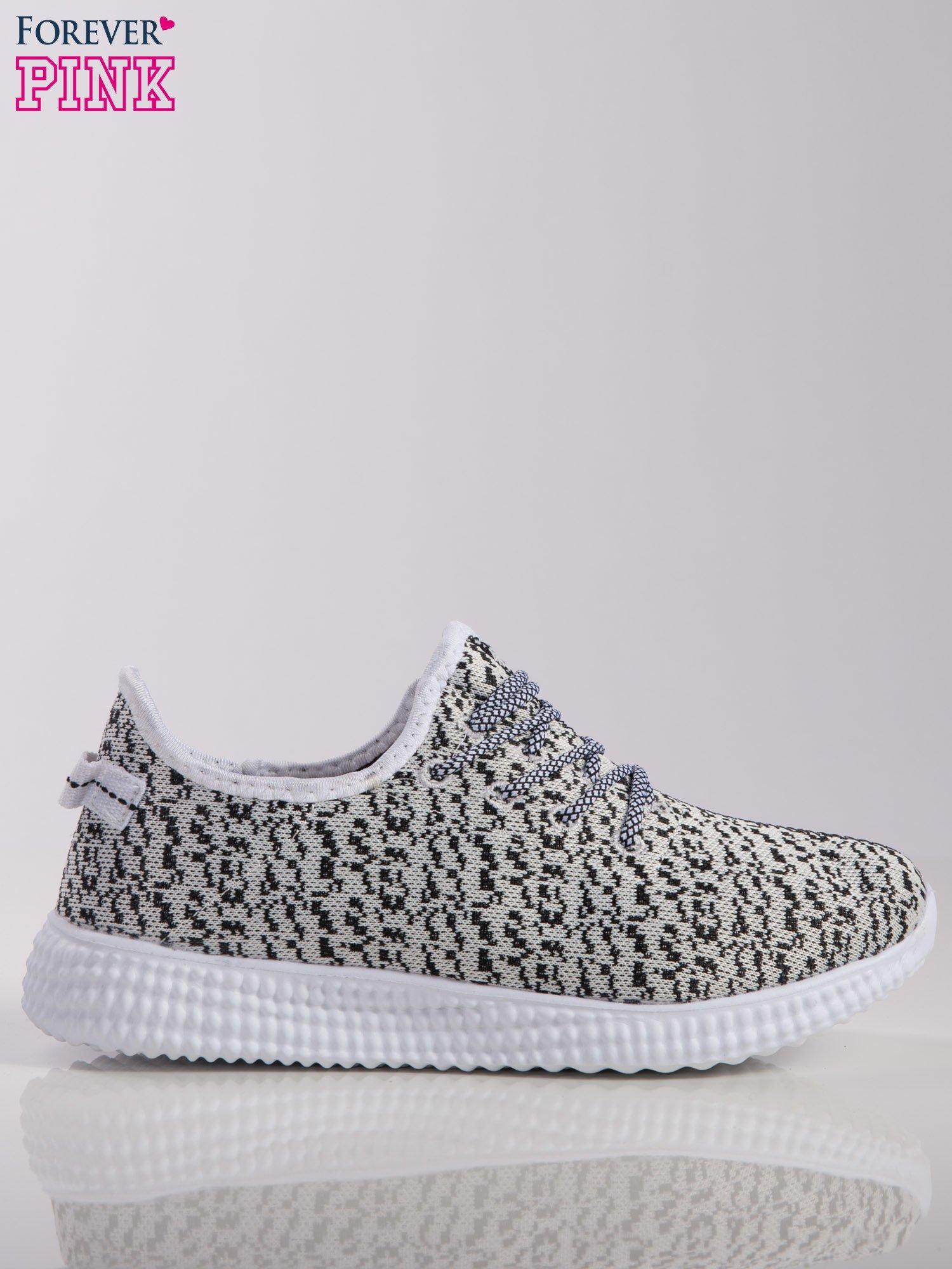 1c00c7c9 Biało-czarne marmurkowe buty sportowe pattern z tkaniny z uchwytem z tyłu  na białej podeszwie ...