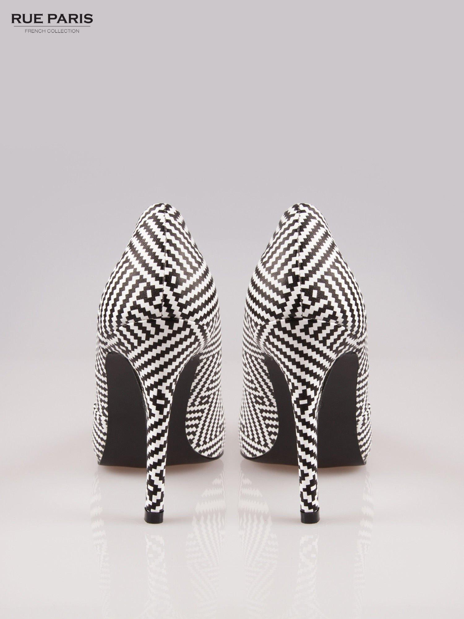 Biało-czarne szpilki w geometryczny wzór                                  zdj.                                  3