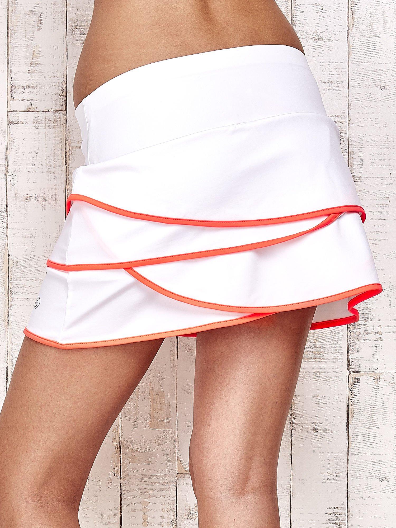 Biało-koralowe spodenki spódniczka tenisowa z falbankami                                  zdj.                                  6