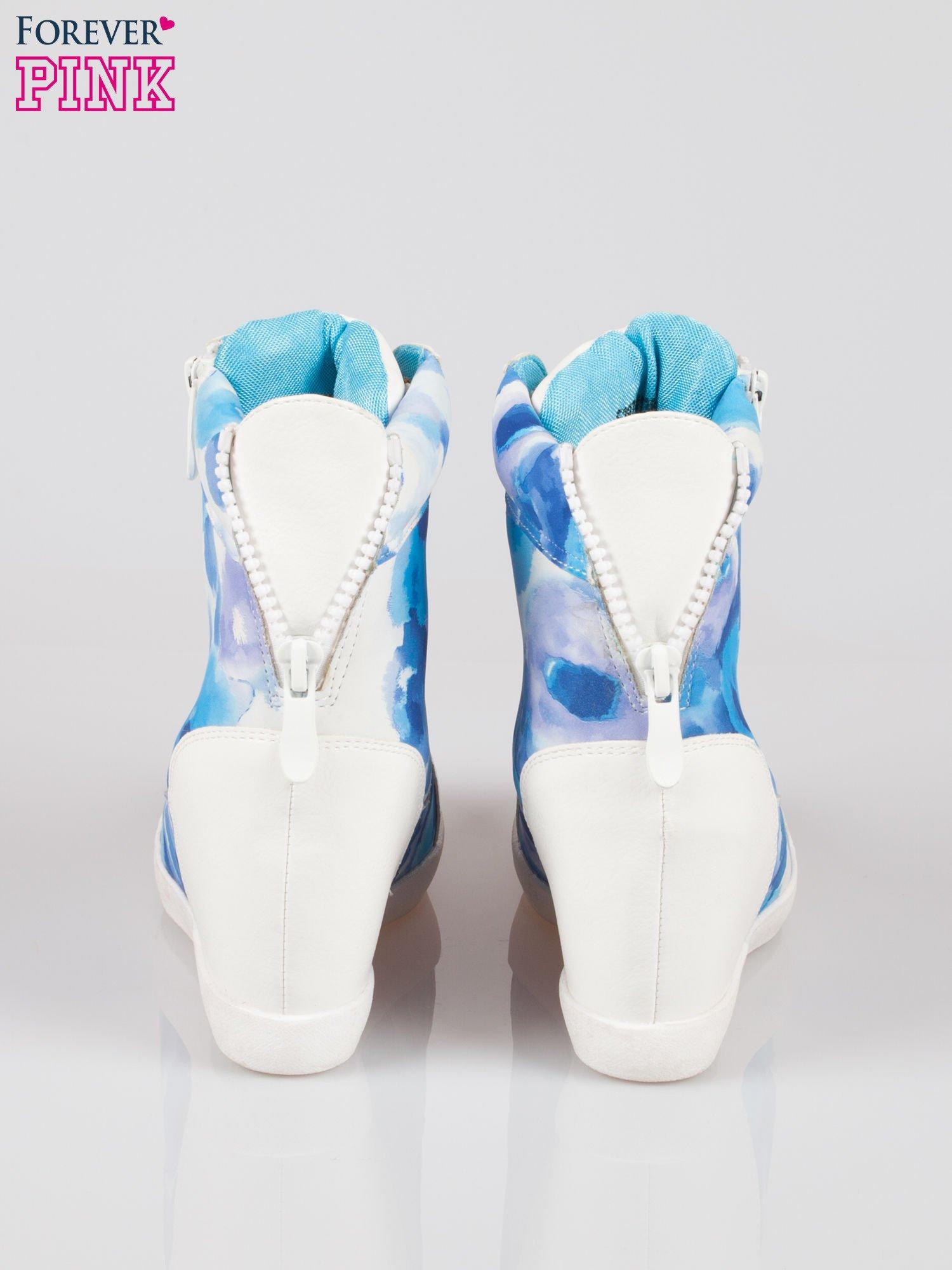 Biało-niebieskie sneakersy damskie z motywem floral                                  zdj.                                  3