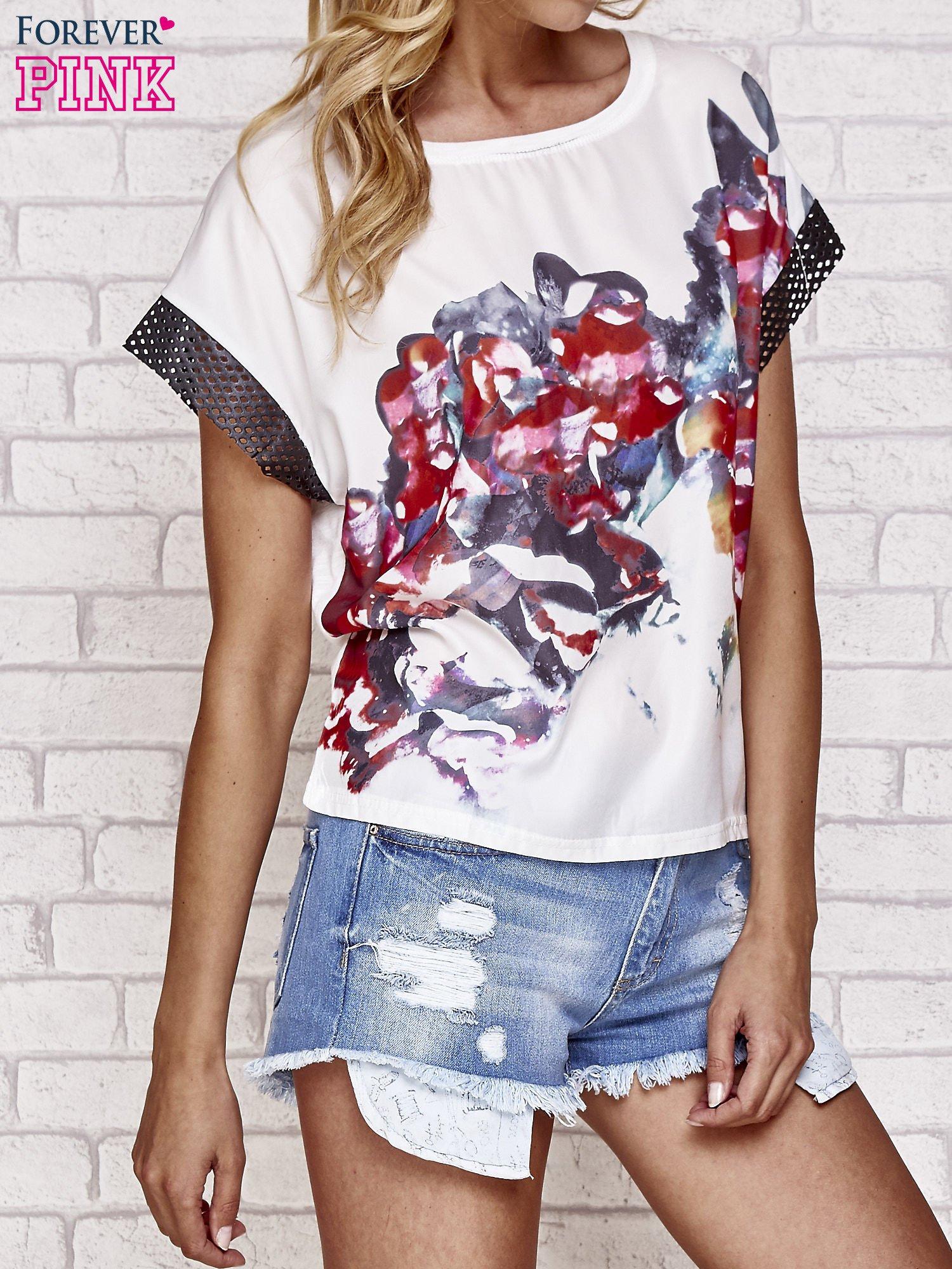 Biały kwiatowy t-shirt ze skórzanymi rękawami                                  zdj.                                  3