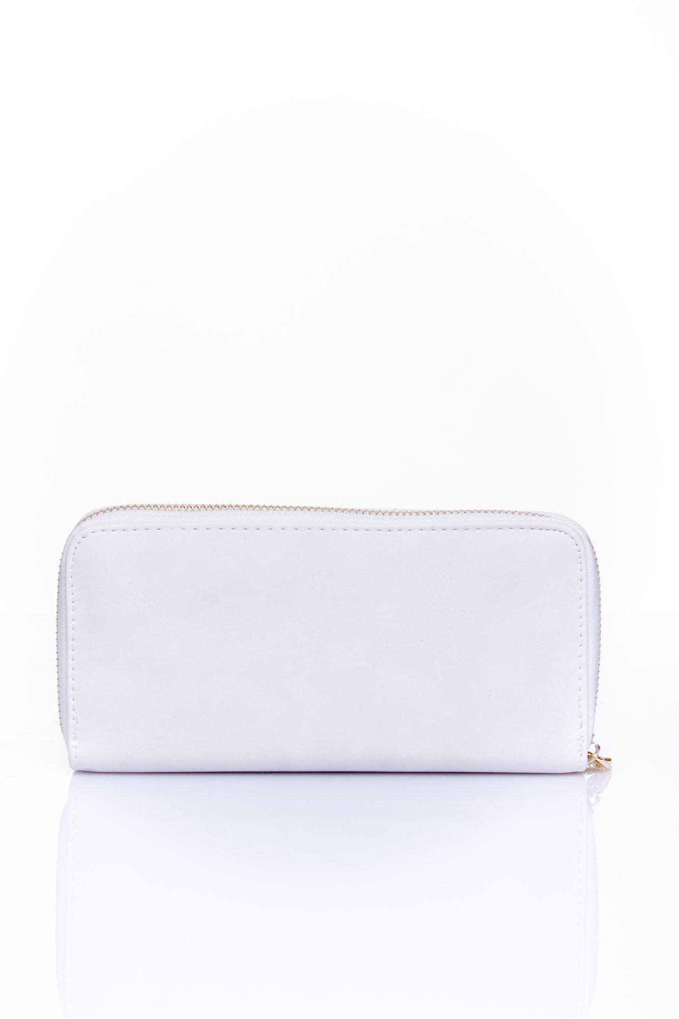Biały portfel z kieszonką ze złotym elementem                                  zdj.                                  2