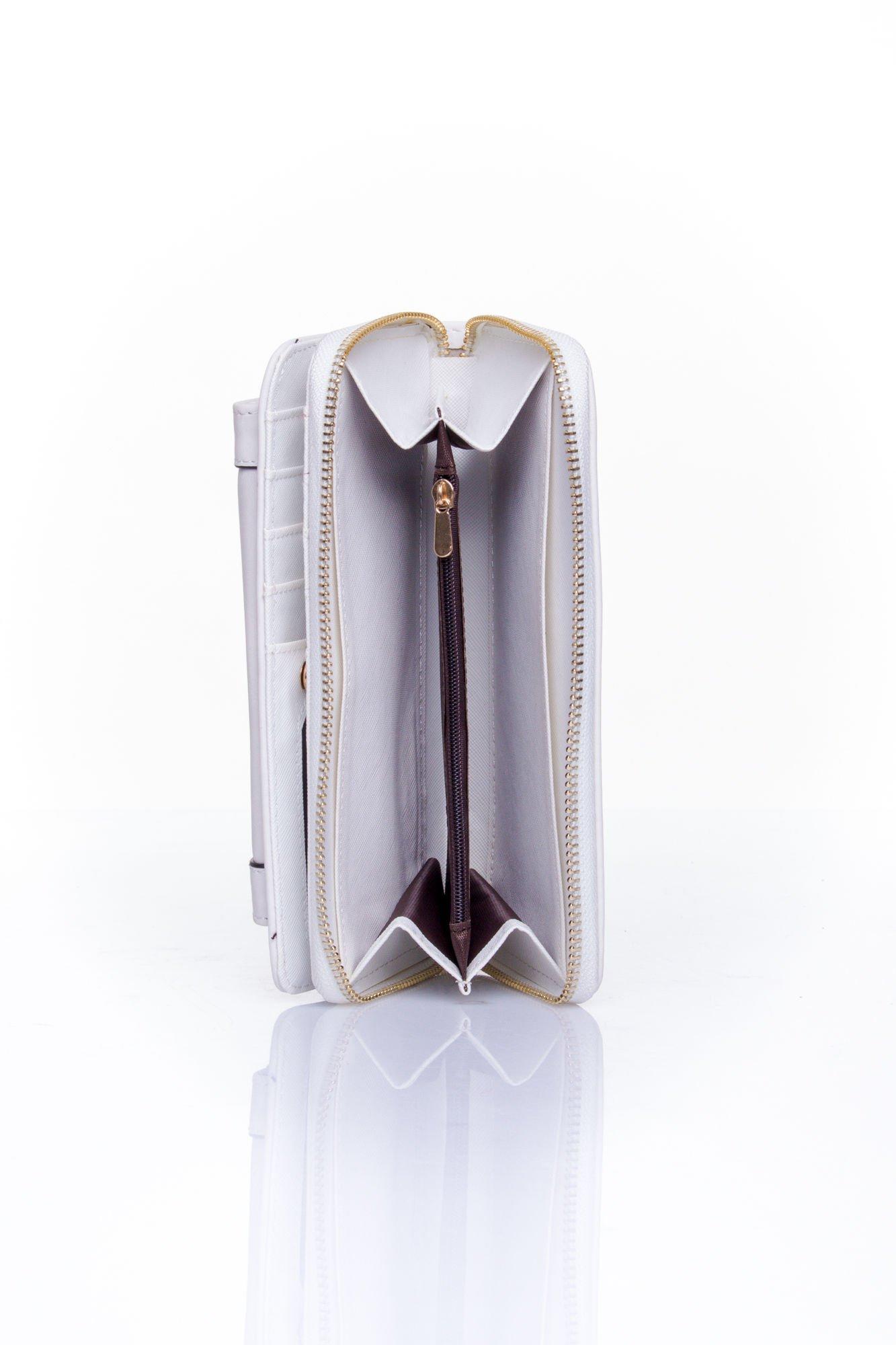 Biały portfel z kieszonką ze złotym elementem                                  zdj.                                  5