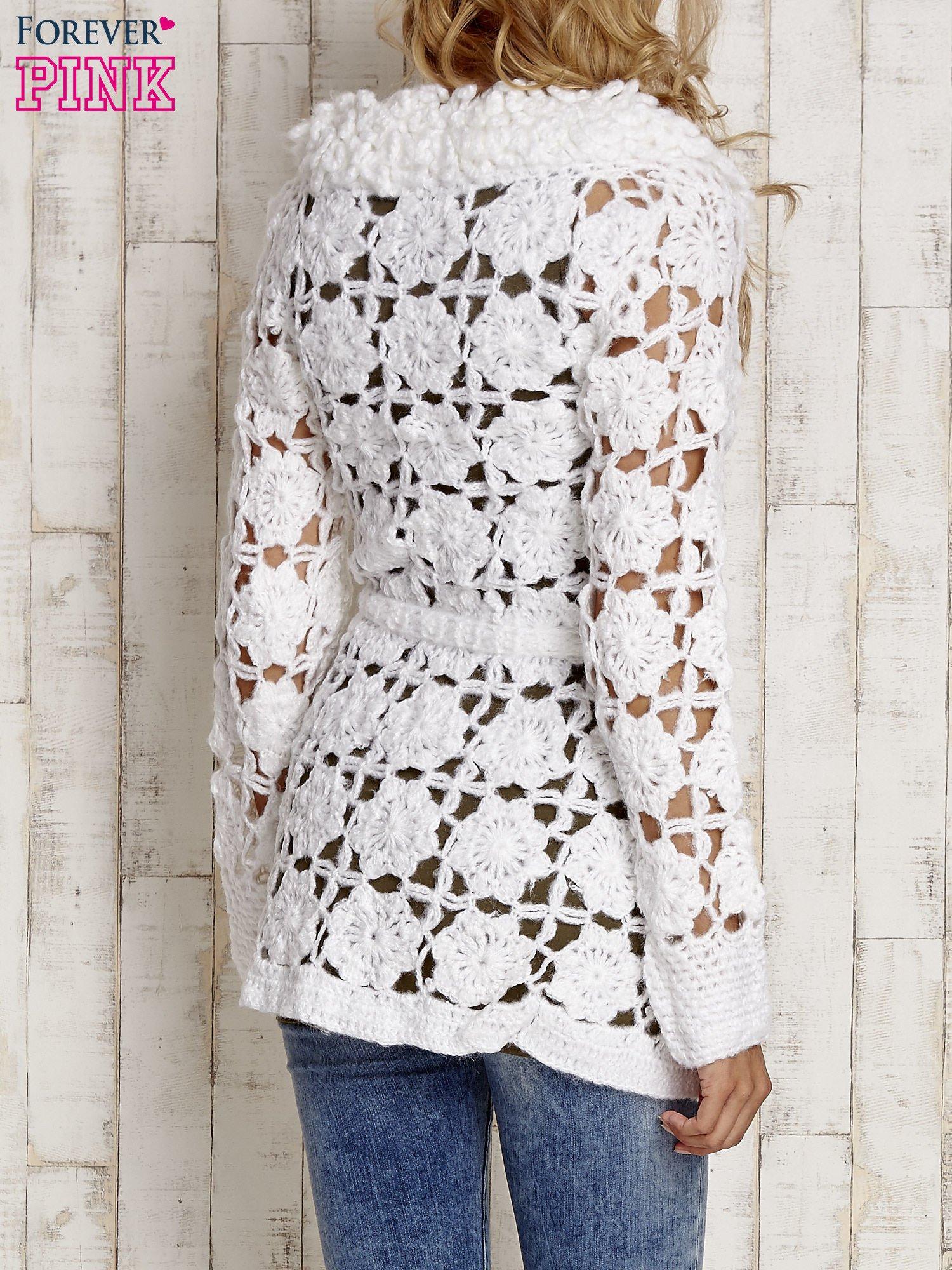 Biały sweter  z wiązaniem w pasie                                  zdj.                                  4