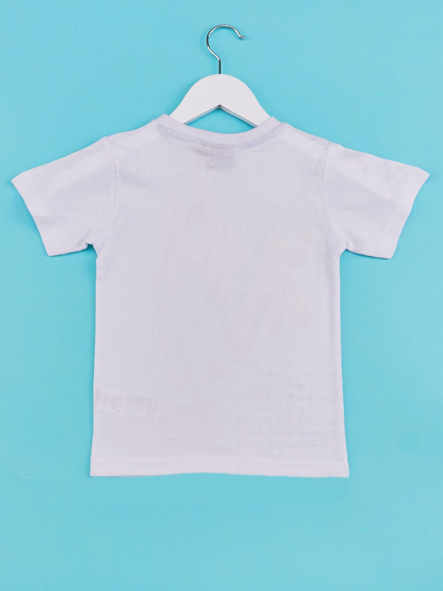 Biały t-shirt chłopięcy z industralnym nadrukiem                                  zdj.                                  2