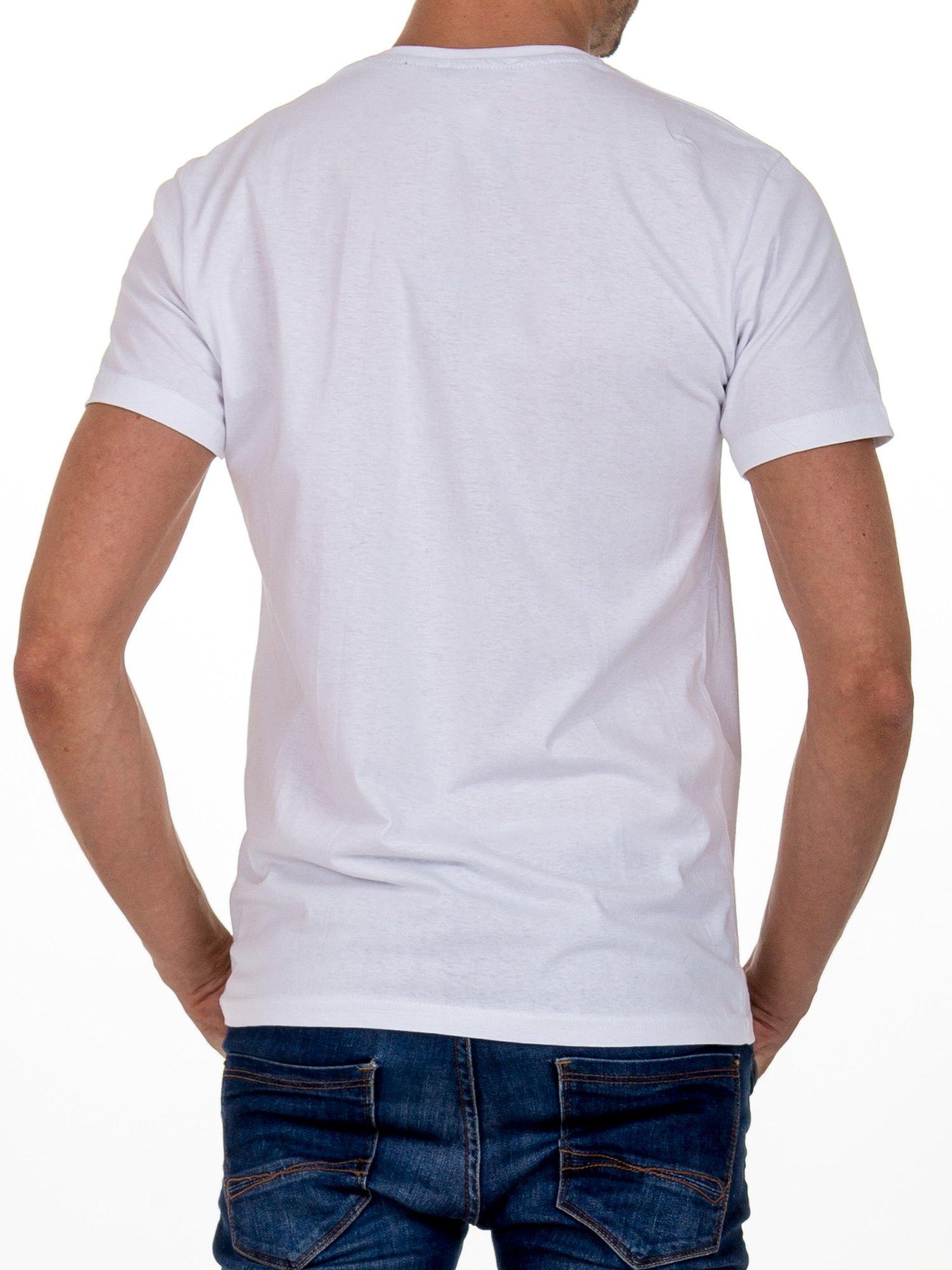 Biały t-shirt męski z nadrukiem napisów                                  zdj.                                  4