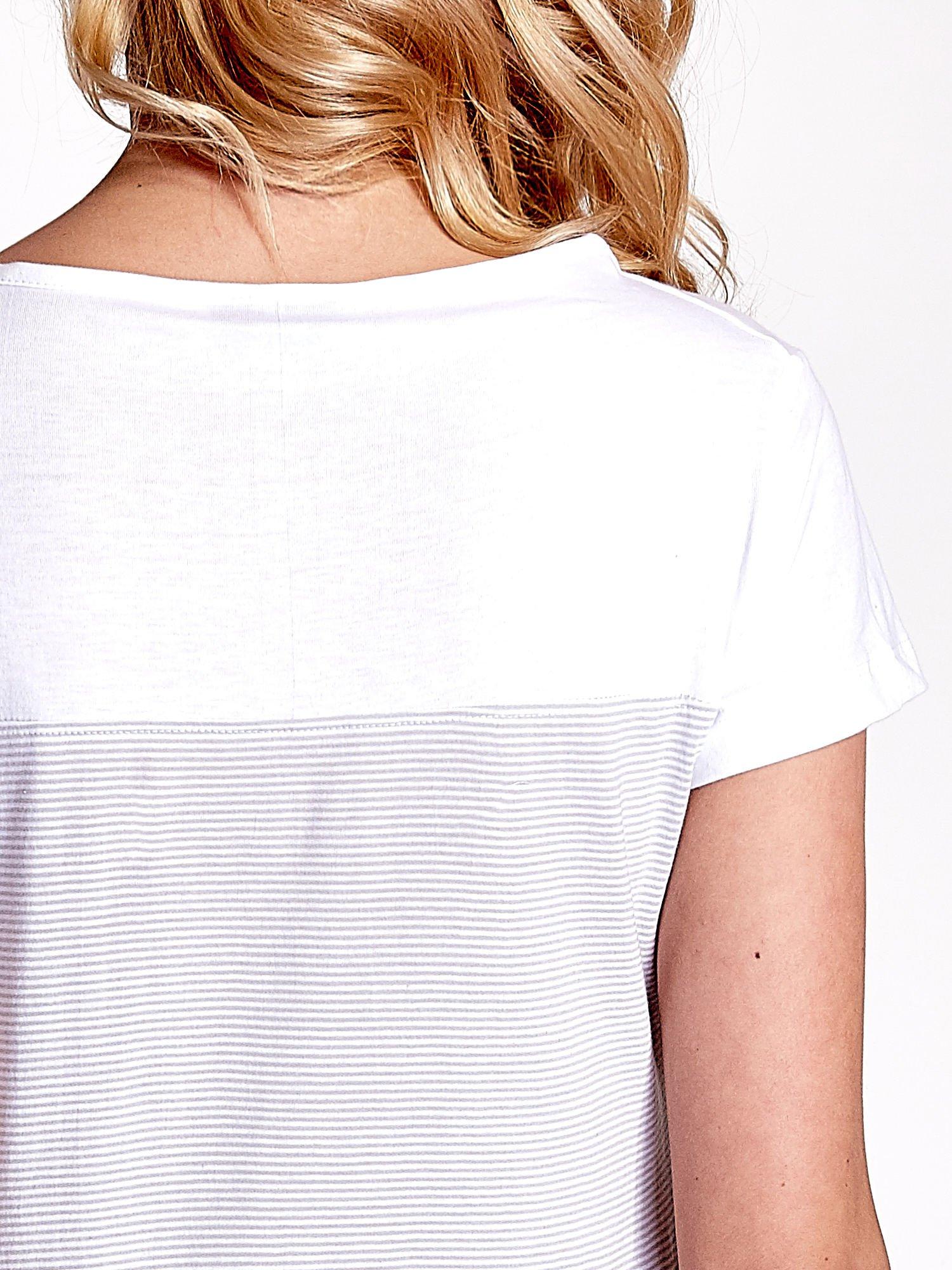 Biały t-shirt w poziome szare paski                                  zdj.                                  6