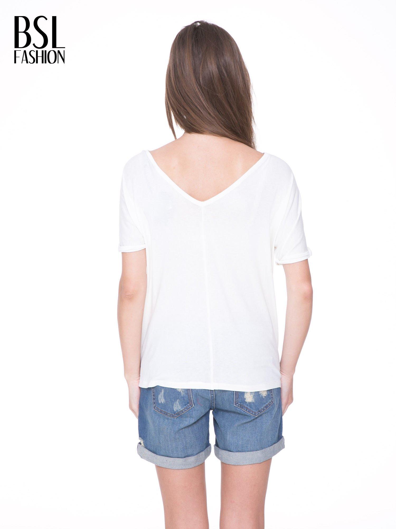 Biały t-shirt z czarnym sercem z cekinów                                  zdj.                                  4