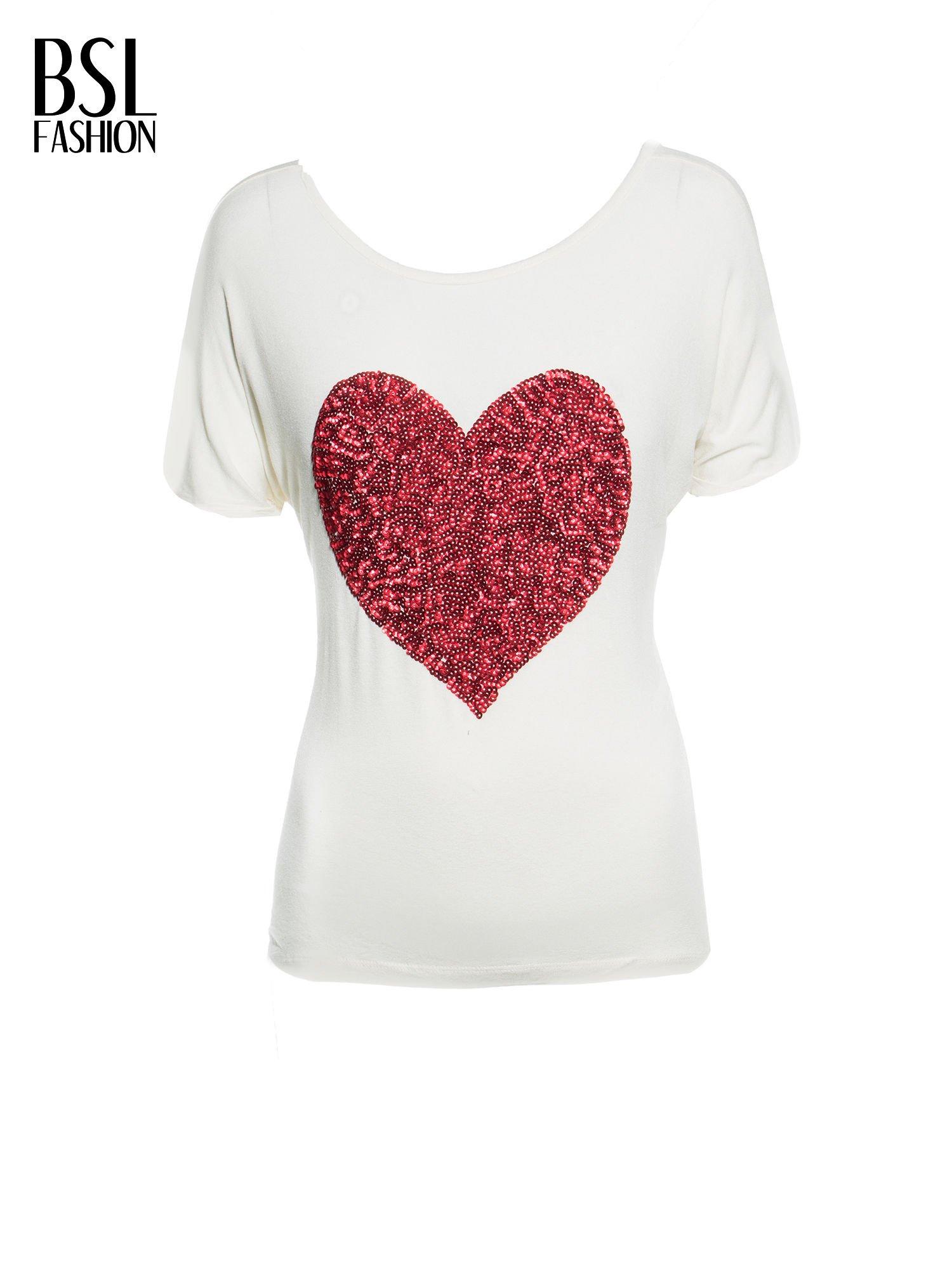 Biały t-shirt z czerwonym sercem z cekinów                                  zdj.                                  2