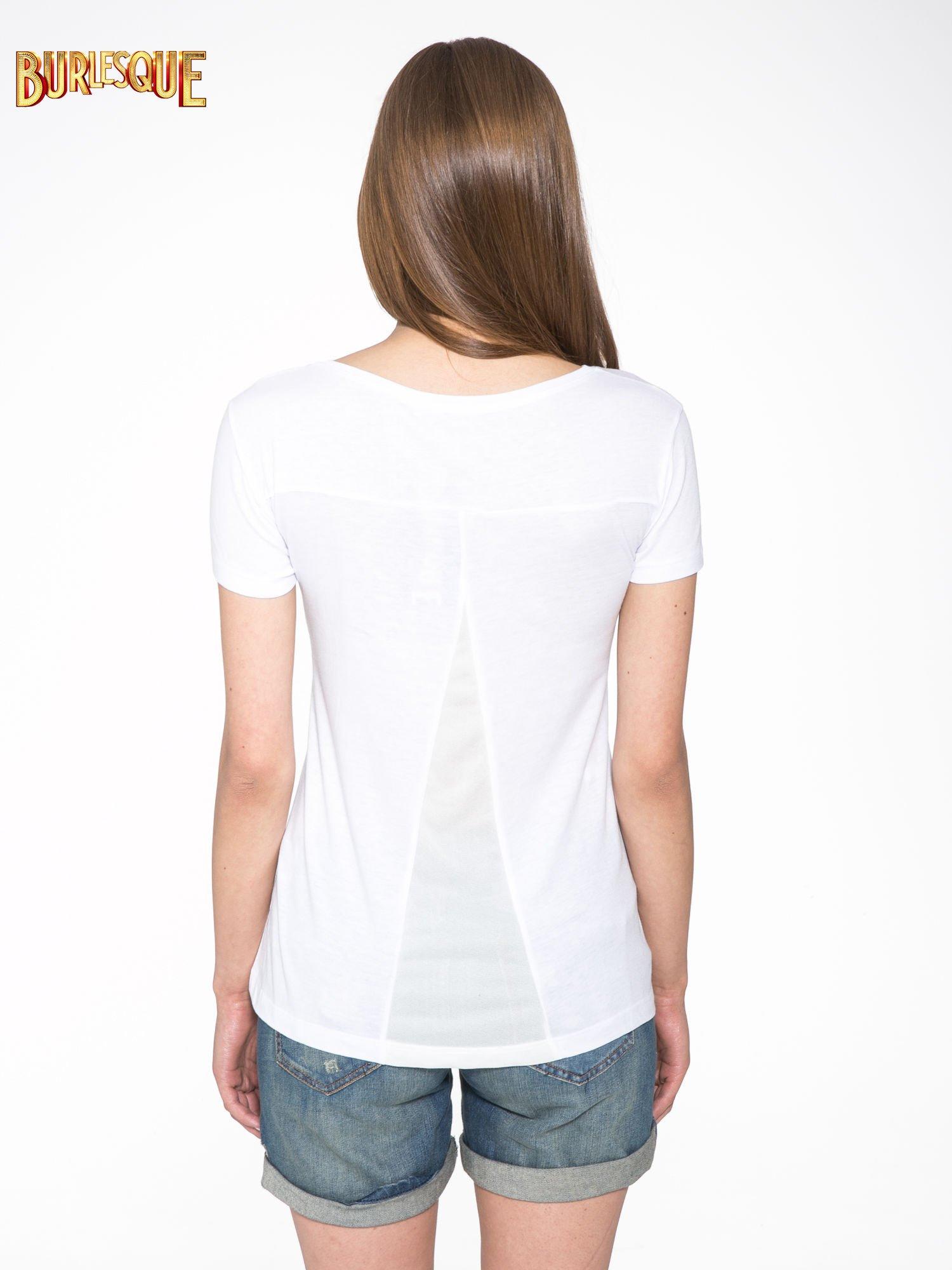 Biały t-shirt z fotografiami miast                                  zdj.                                  4
