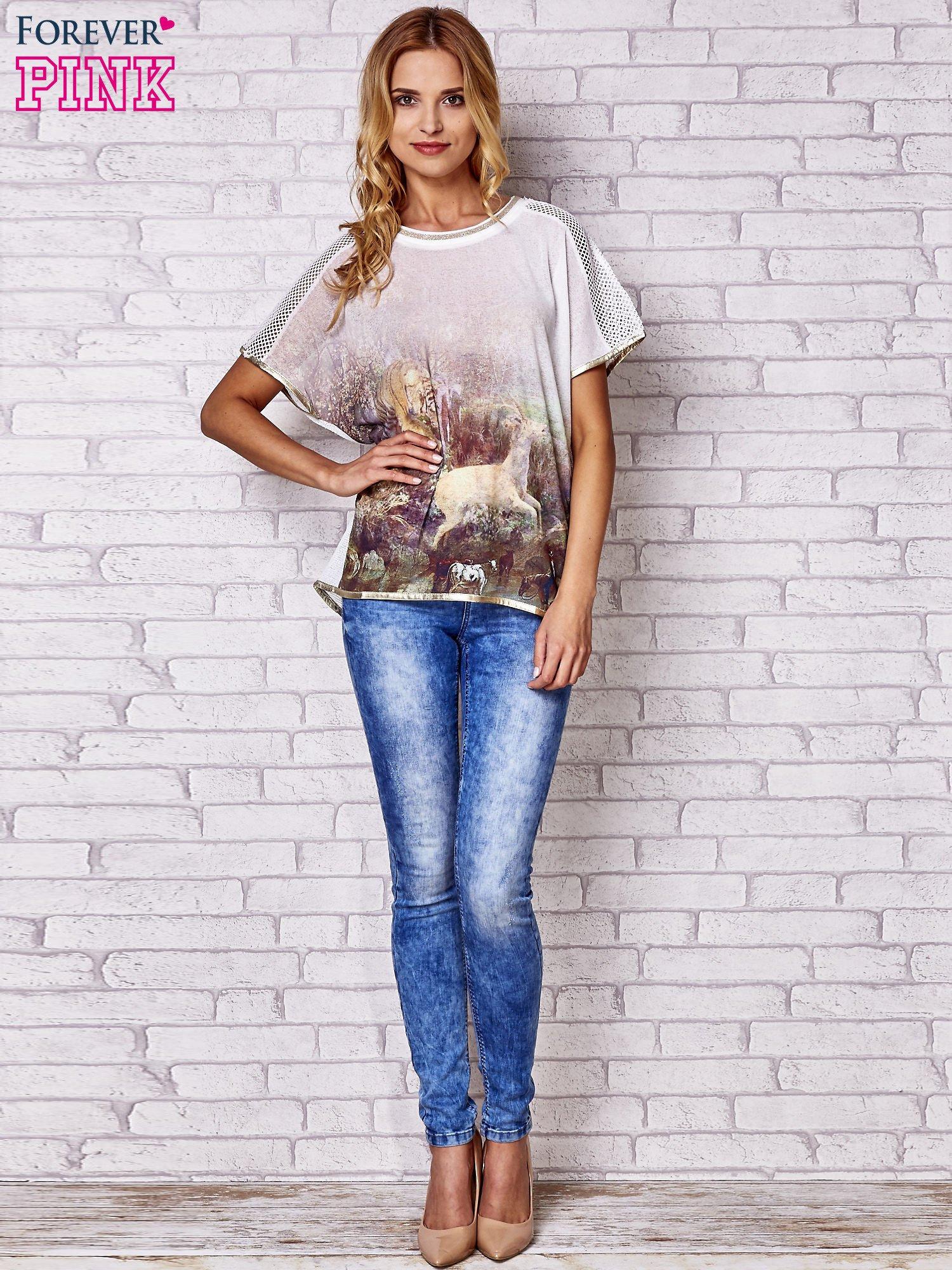 Biały t-shirt z grafiką animal print i siateczkowym tyłem                                  zdj.                                  4