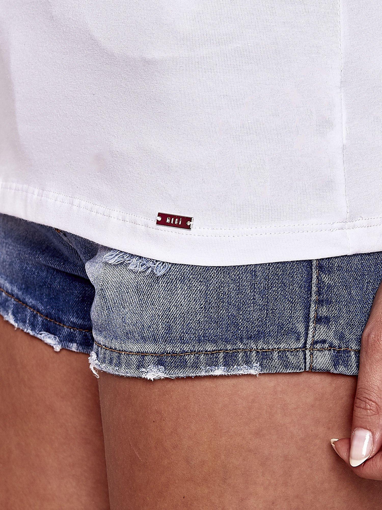 Biały t-shirt z kieszonką i koronkowym tyłem                                  zdj.                                  6