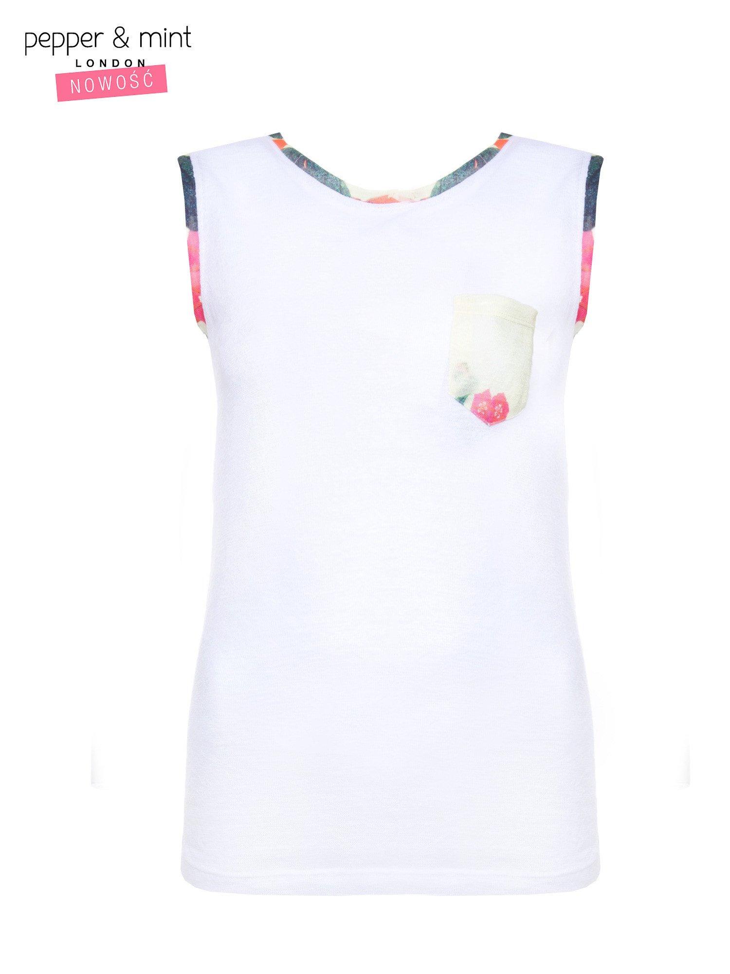 Biały t-shirt z kolorową kieszonką i lamówką                                  zdj.                                  2