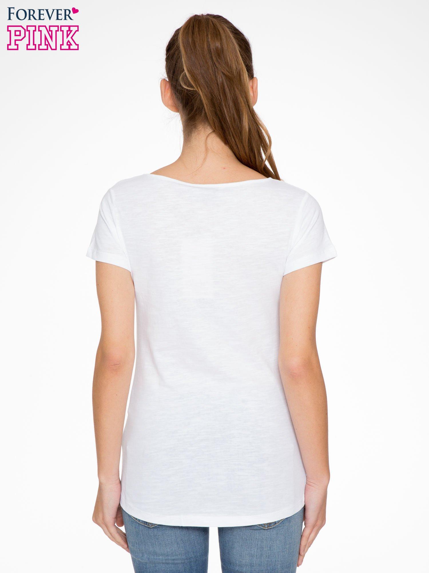 Biały t-shirt z koronkową wstawką na ramionach                                  zdj.                                  3
