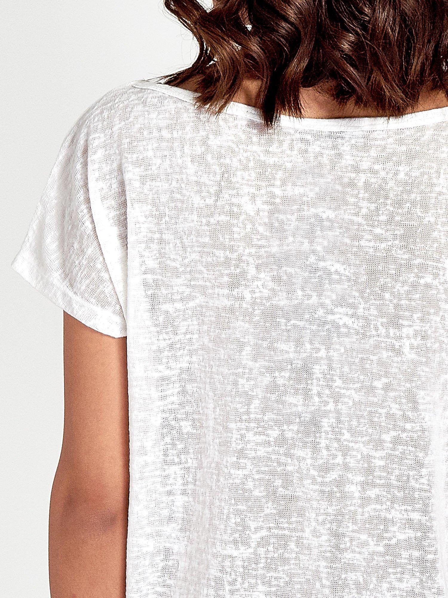 Biały t-shirt z kryształkami na rękawach                                  zdj.                                  6