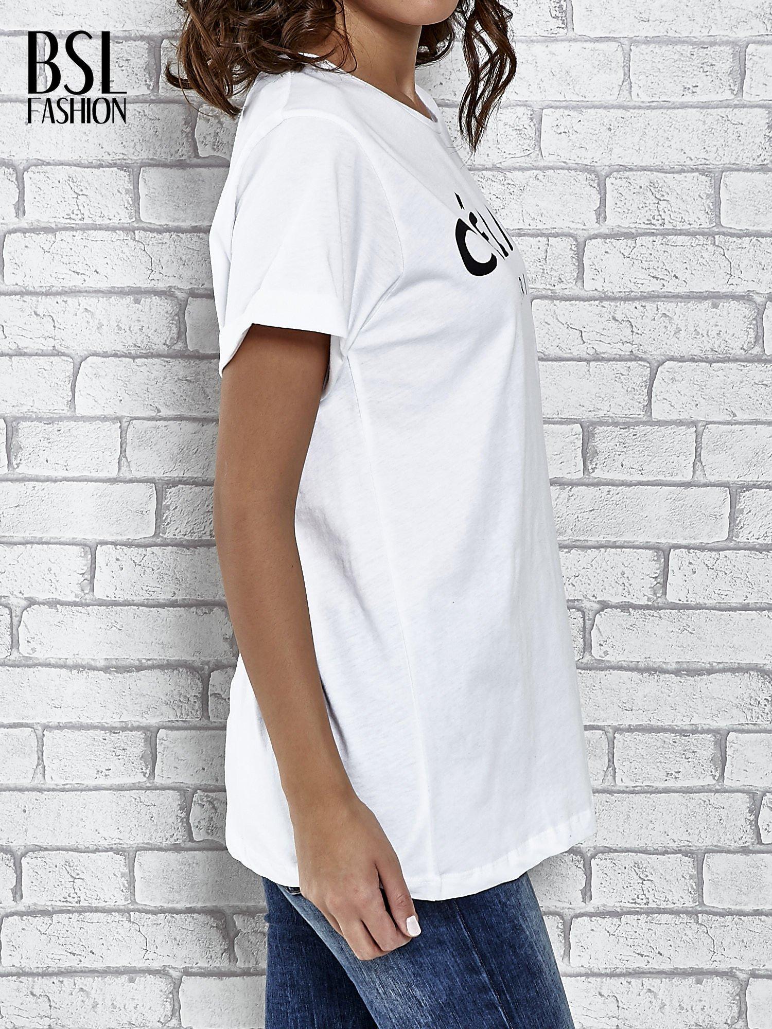 Biały t-shirt z modowym napisem CÉLINE PARIS                                  zdj.                                  3
