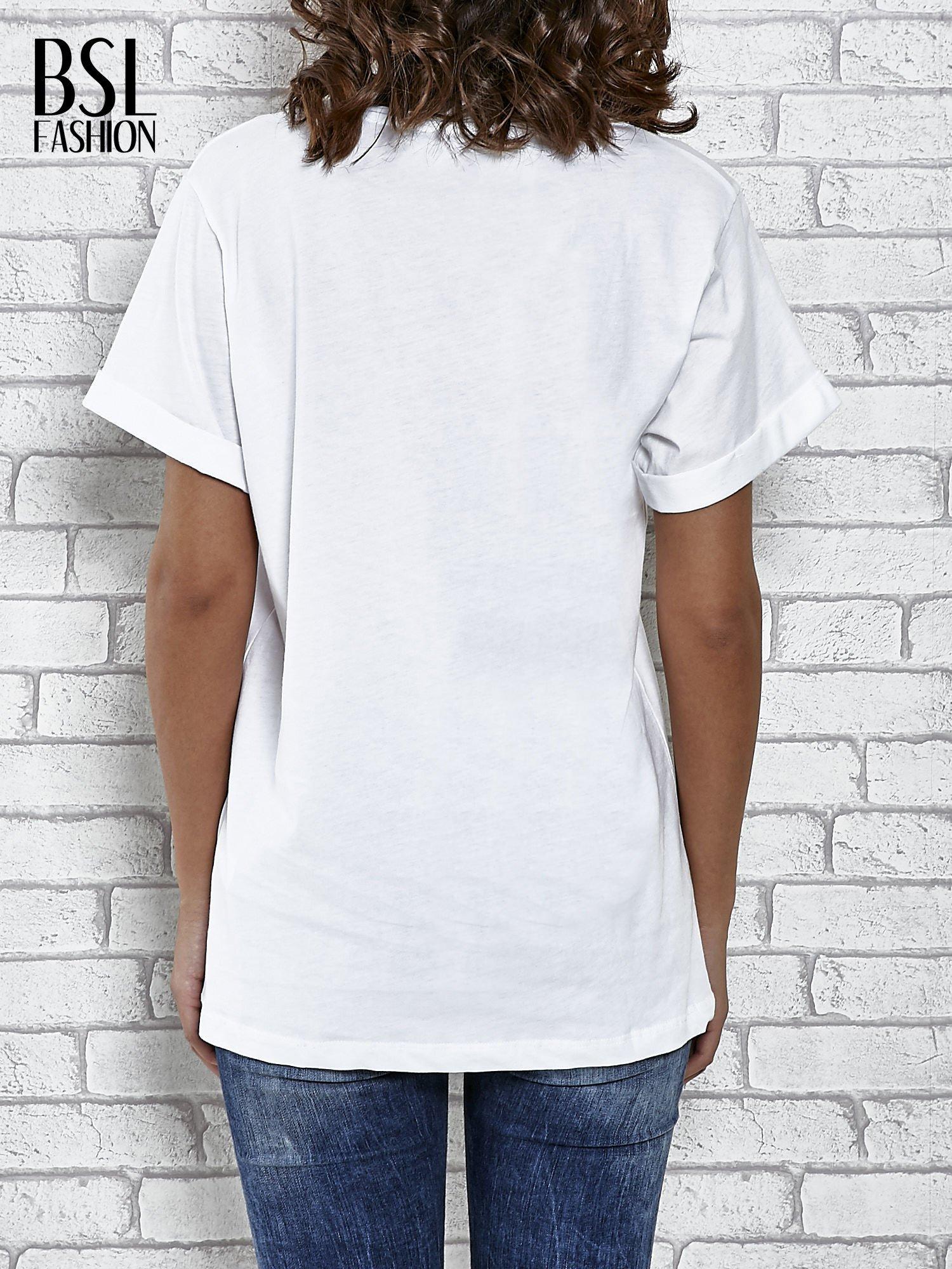 Biały t-shirt z modowym napisem CÉLINE PARIS                                  zdj.                                  4