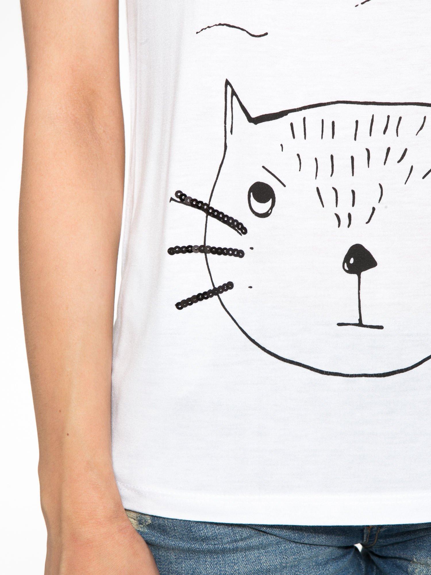 Biały t-shirt z nadrukiem kota i myszy                                  zdj.                                  7