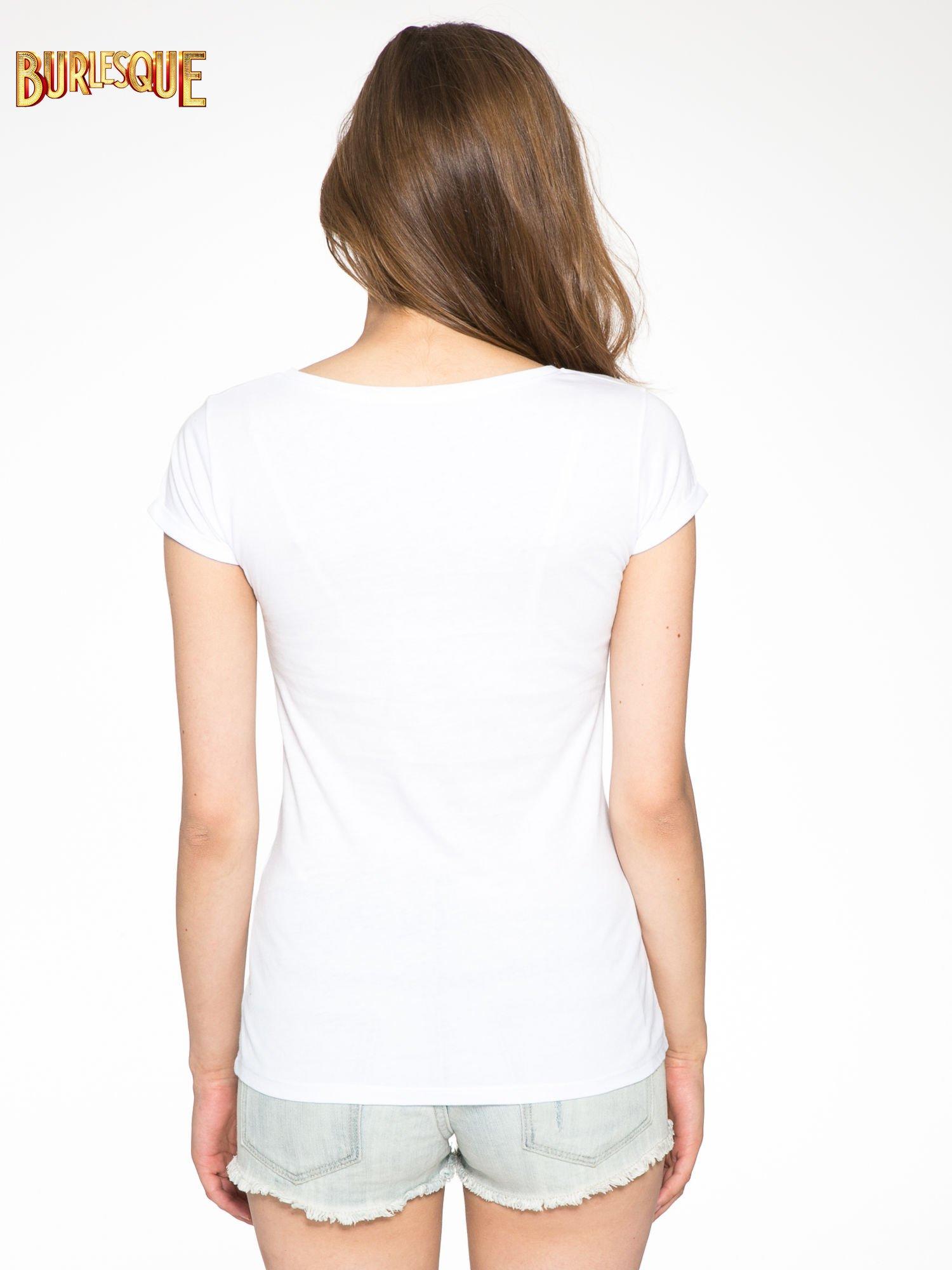 Bialy t-shirt z nadrukiem troskliwych misiów                                  zdj.                                  4