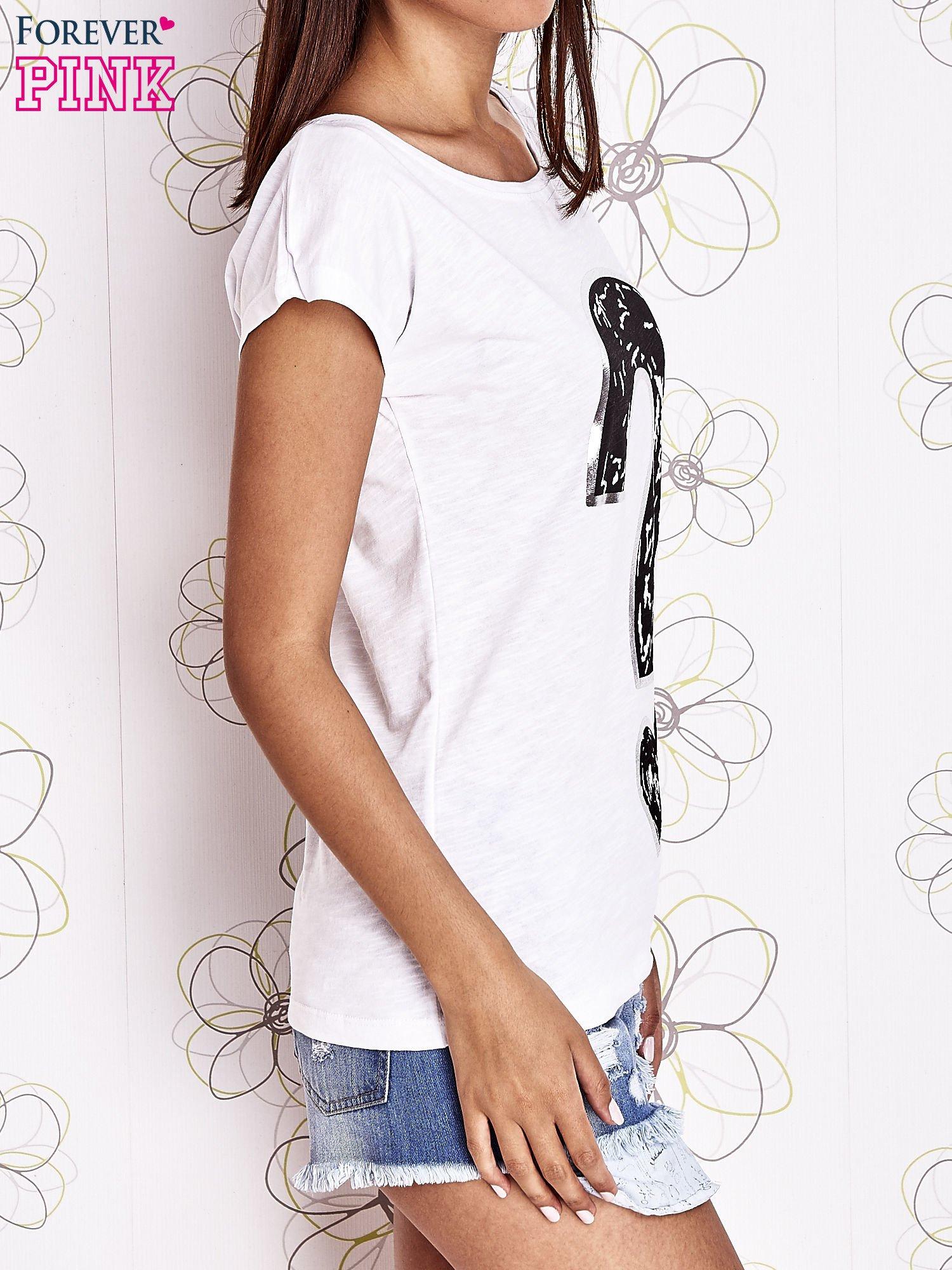 Biały t-shirt z nadrukiem znaku zapytania                                  zdj.                                  3