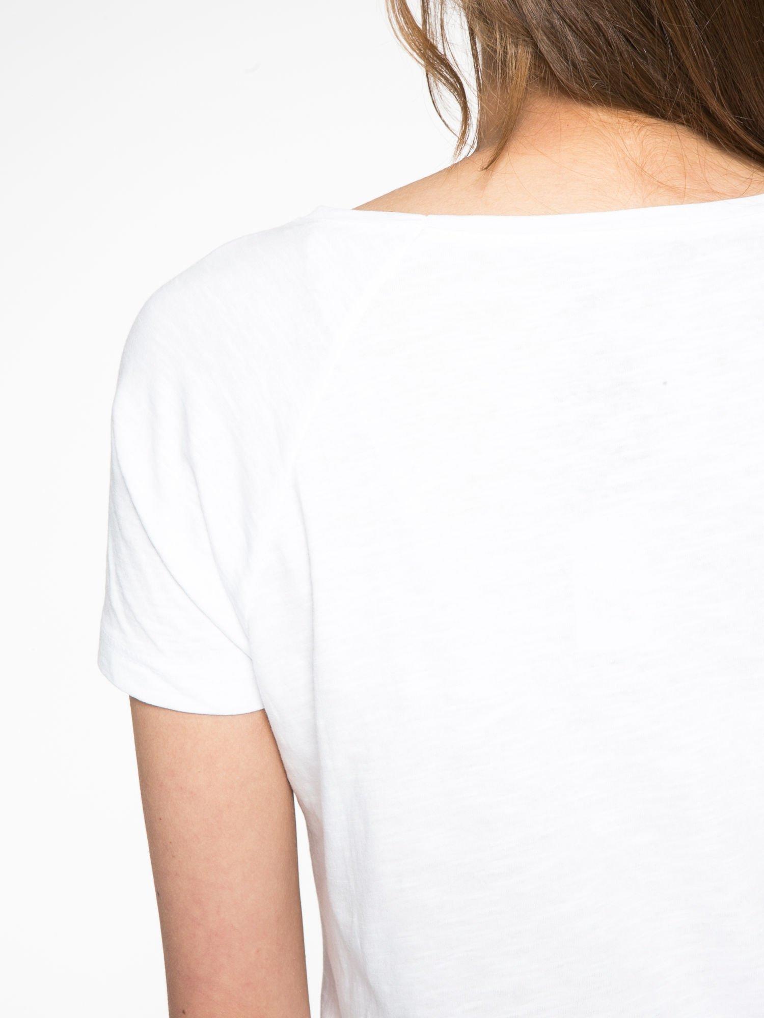 Biały t-shirt z napisem A SUNDAY                                  zdj.                                  10