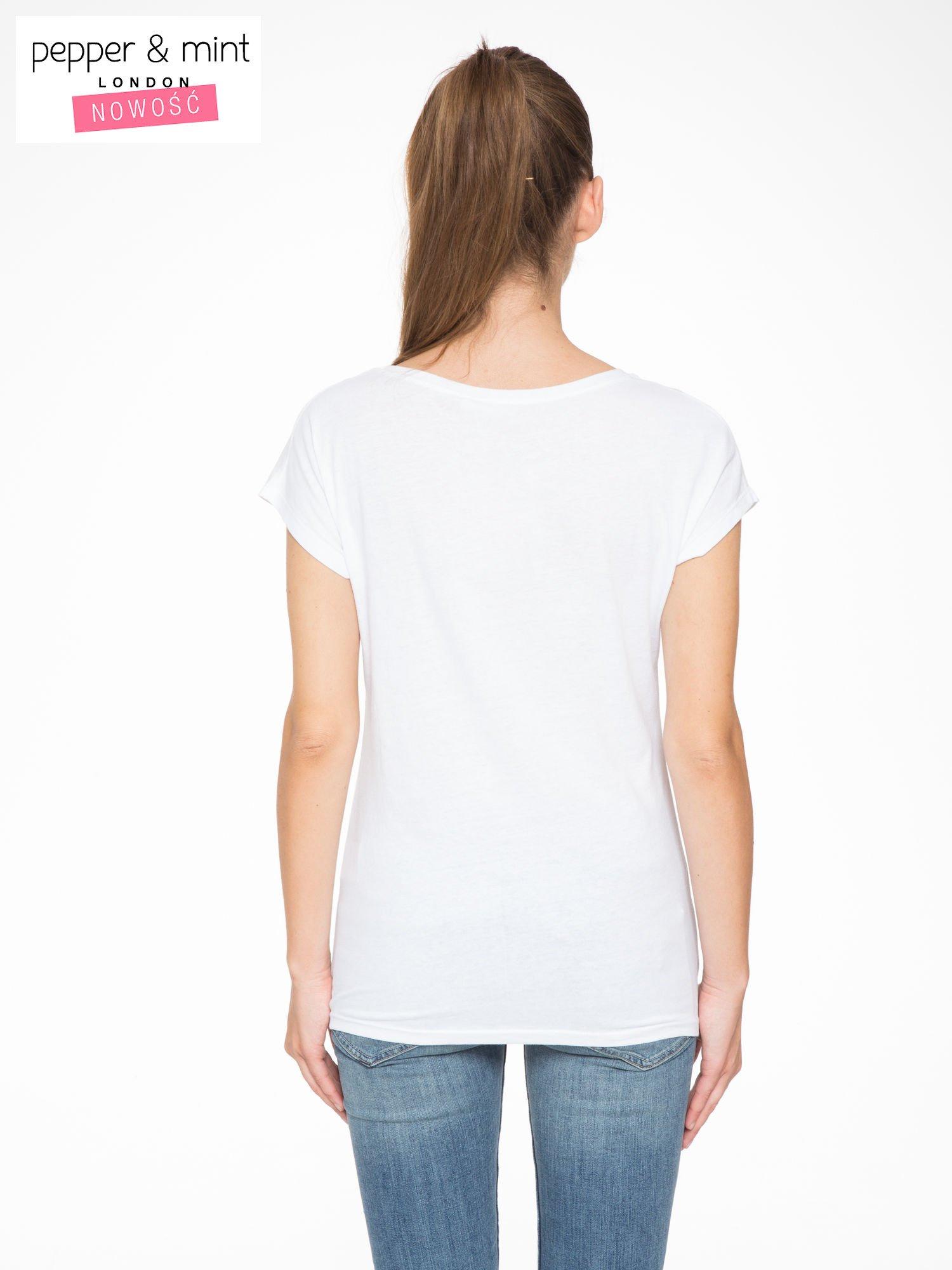 Biały t-shirt z napisem EVERYTHING HAPPENS FOR A REASON                                  zdj.                                  3