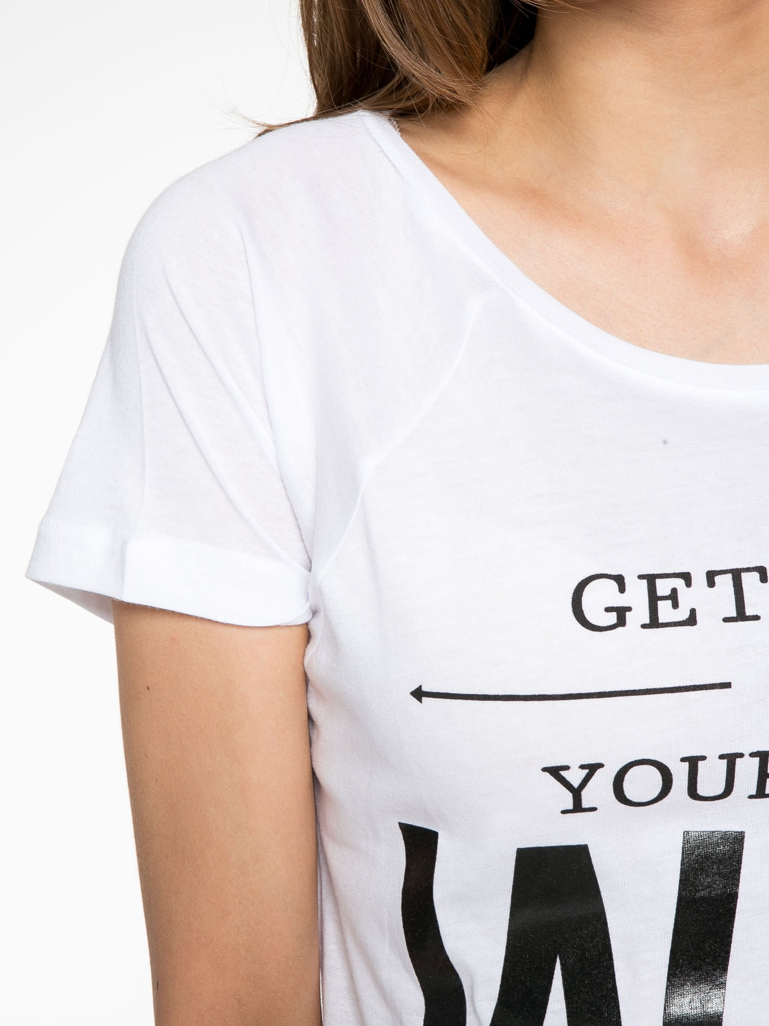 Biały t-shirt z napisem GET OUT OF YOUR OWN WAY                                  zdj.                                  5