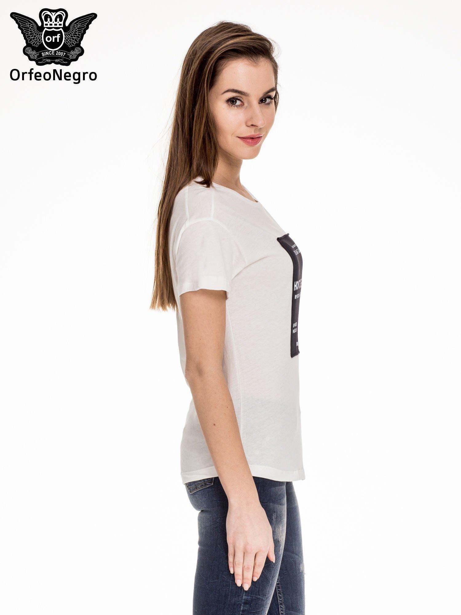 Biały t-shirt z napisem HOW TO BE FAMOUS                                  zdj.                                  3