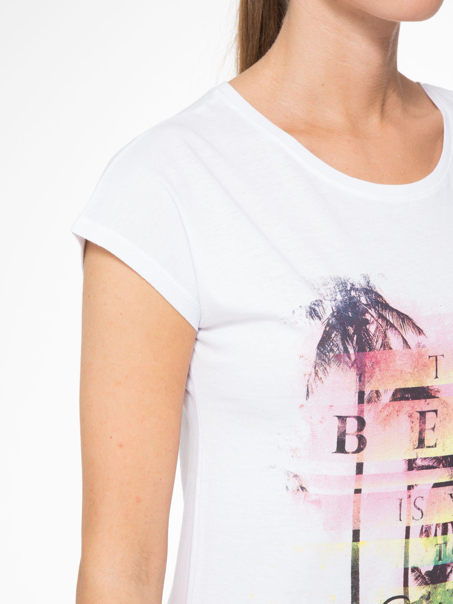 Biały t-shirt z napisem THE BEST IS YET TO COME                                  zdj.                                  5