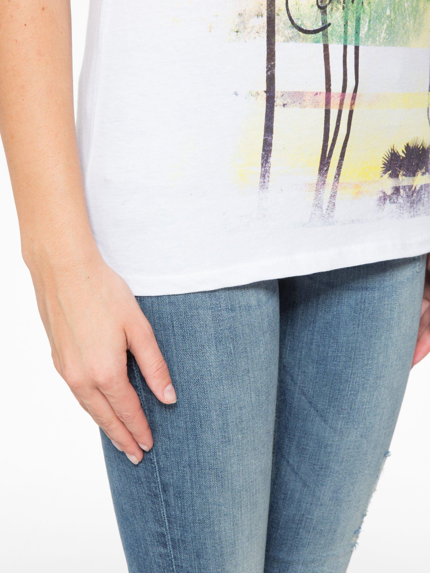 Biały t-shirt z napisem THE BEST IS YET TO COME                                  zdj.                                  6