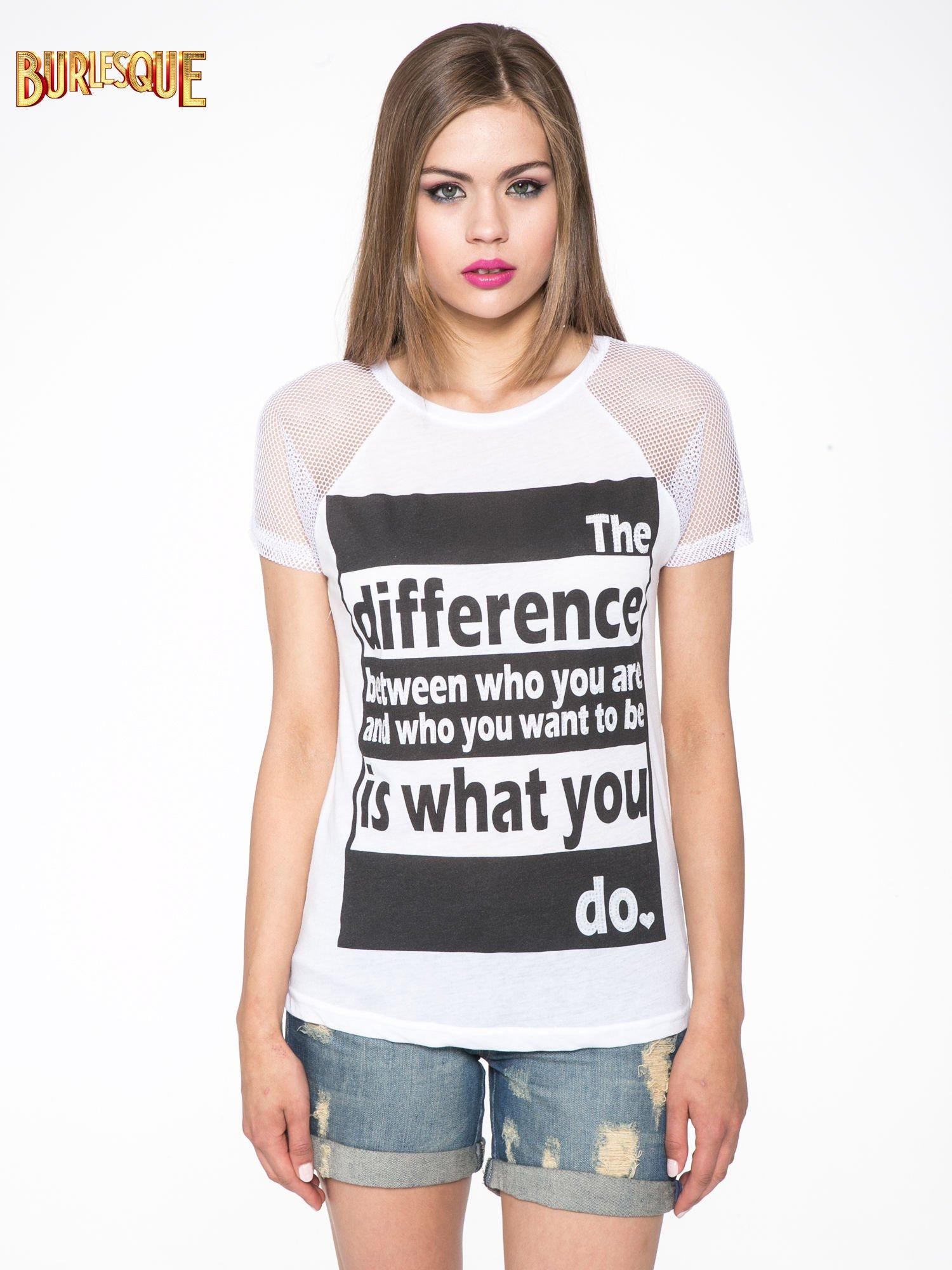 Biały t-shirt z napisem i siateczkowymi rękawami                                  zdj.                                  10