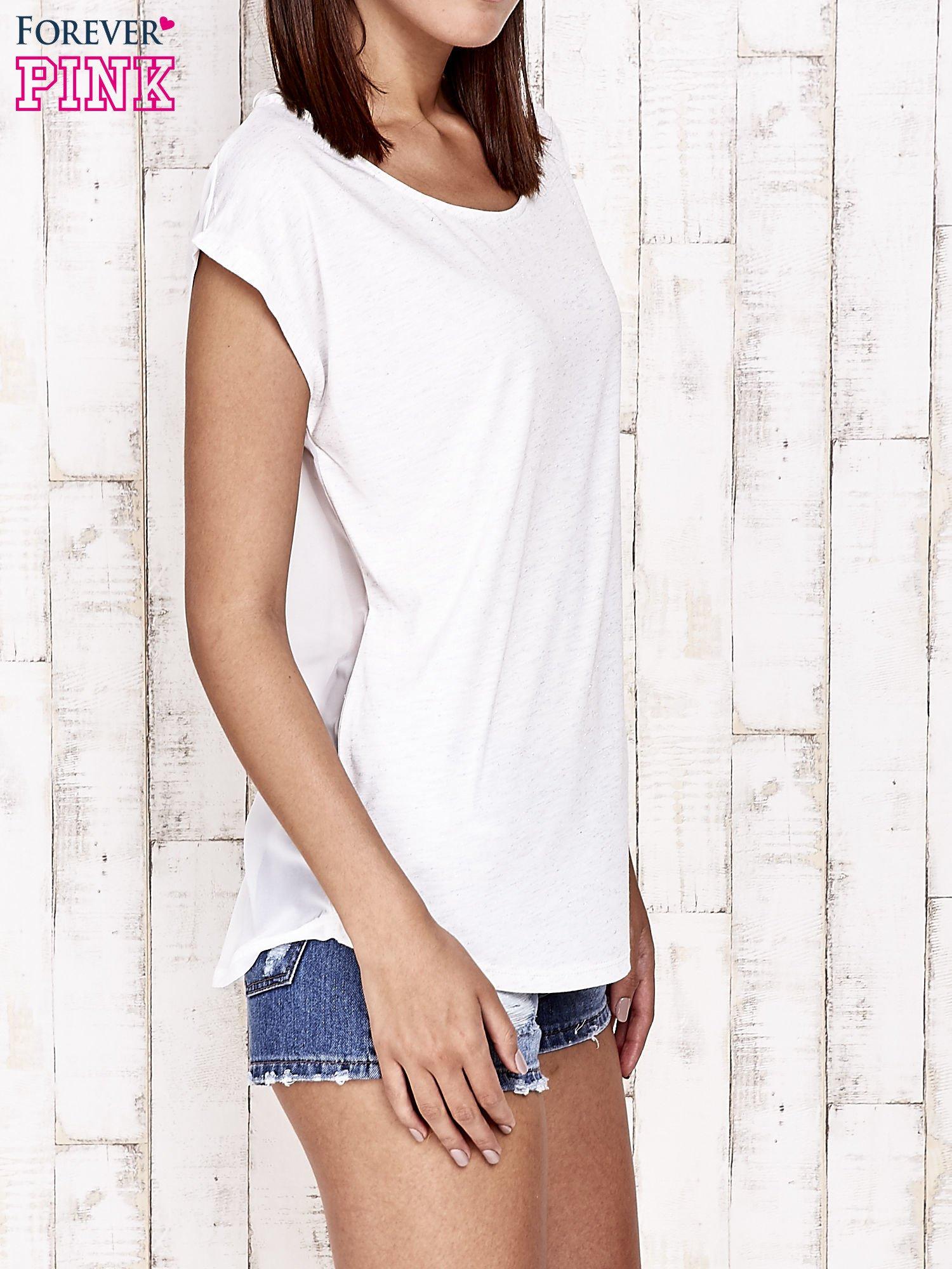 Biały t-shirt ze srebrną nitką i aplikacją z dżetów                                  zdj.                                  3