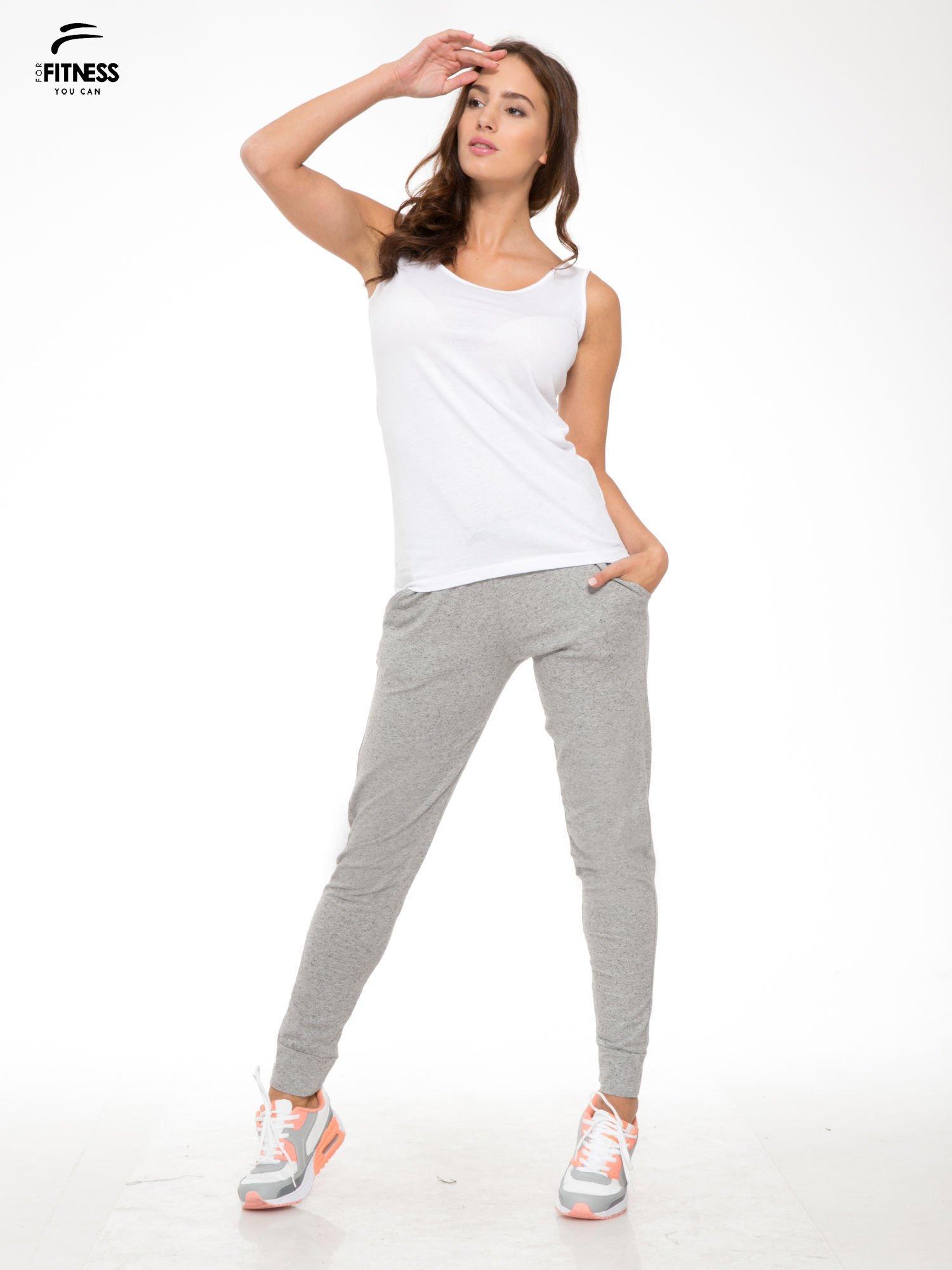 Biały top sportowy na grubych ramiączkach                                  zdj.                                  5