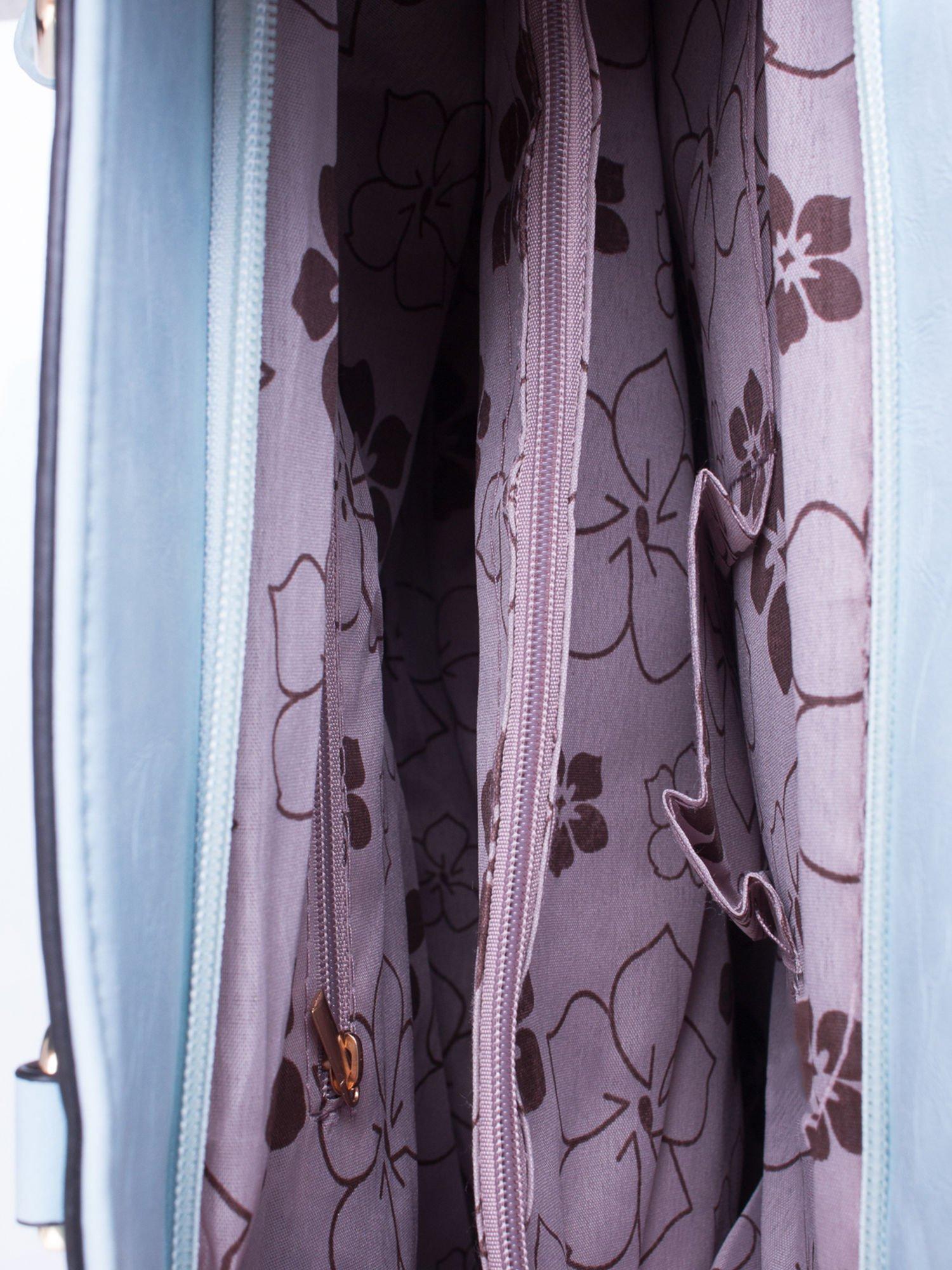 Błękitna fakturowana torba z odpinanym paskiem                                  zdj.                                  4