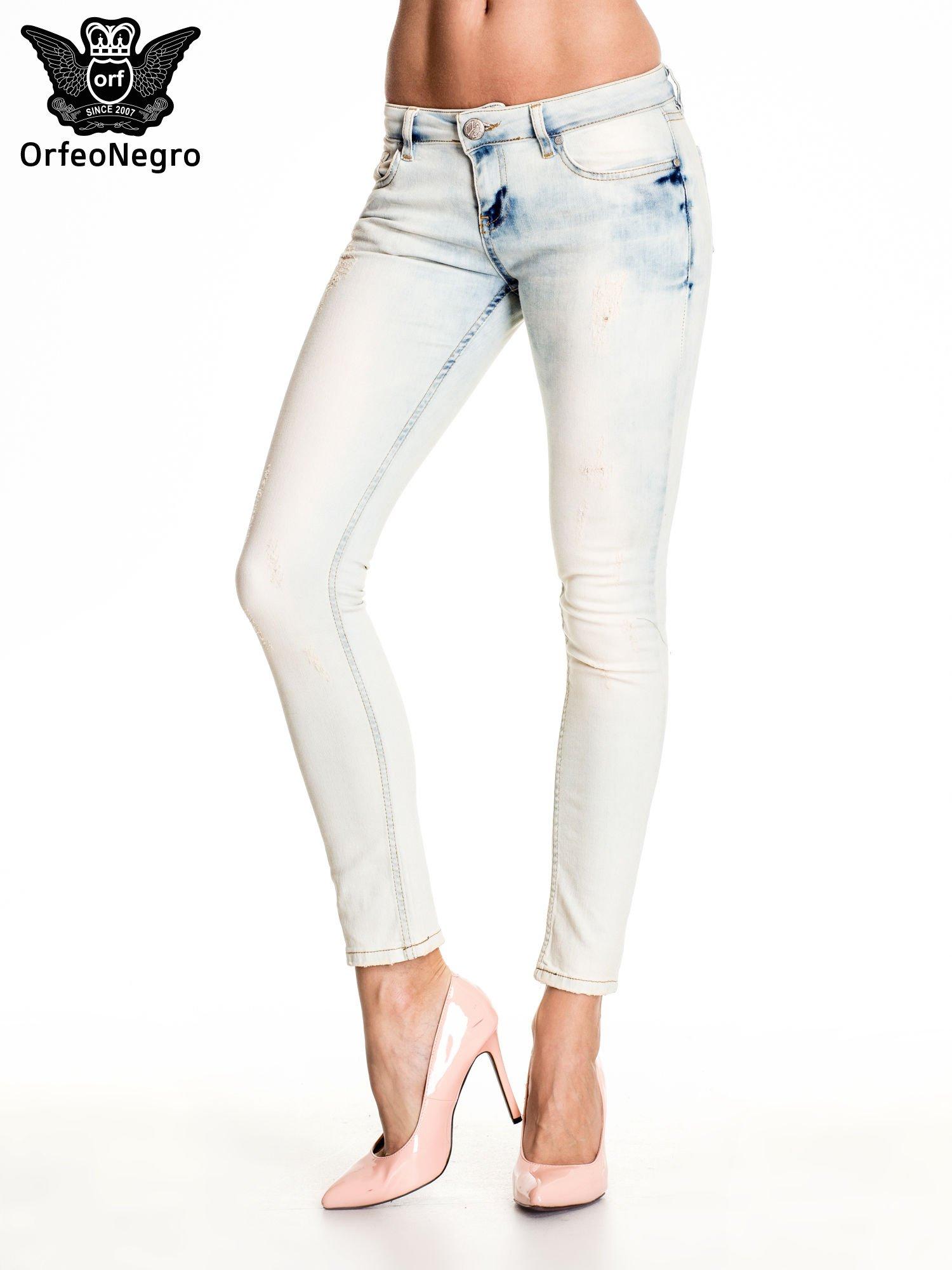 Błękitne rozjaśniane spodnie skinny jeans z przetarciami                                  zdj.                                  1