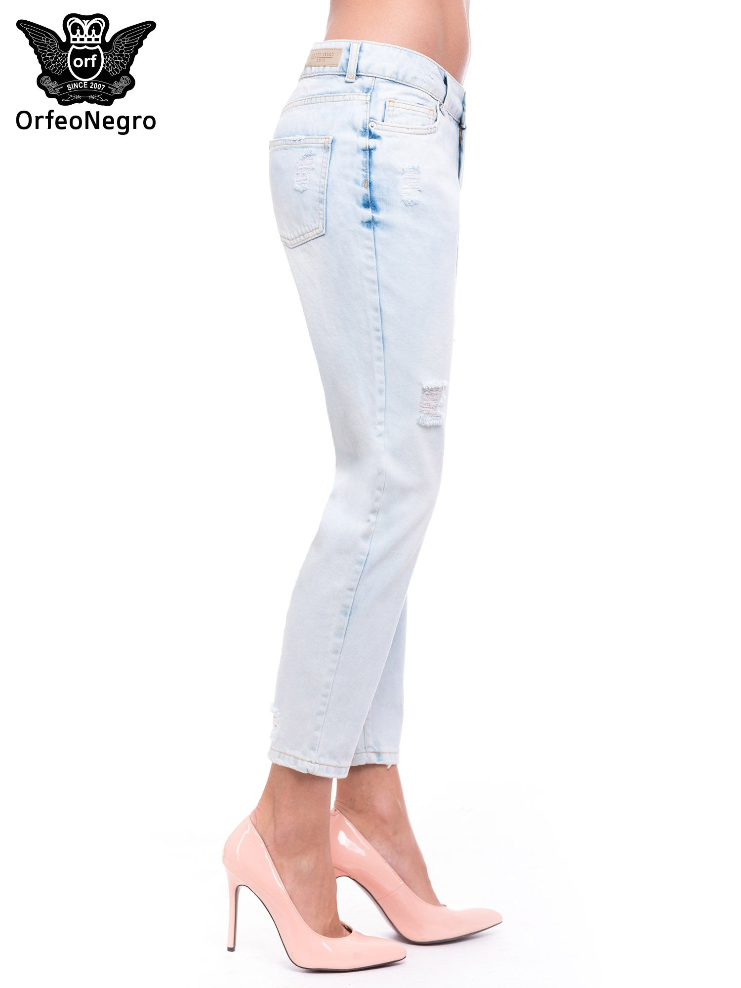 Błękitne spodnie girlfriend jeans z dziurami                                  zdj.                                  3