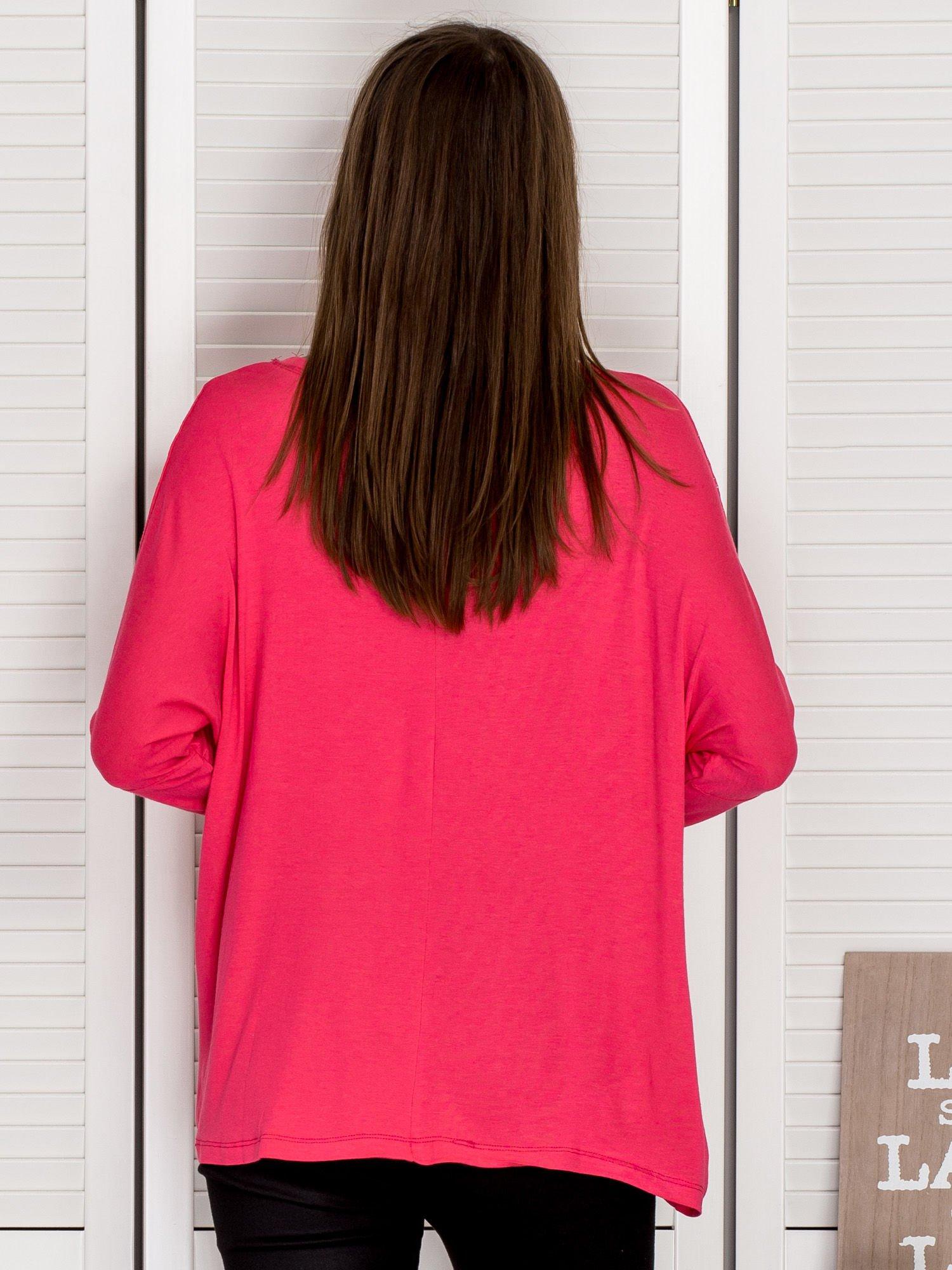 f63d10ca62 Bluzka damska oversize ze srebrnym nadrukiem różowa - Bluzka na co ...