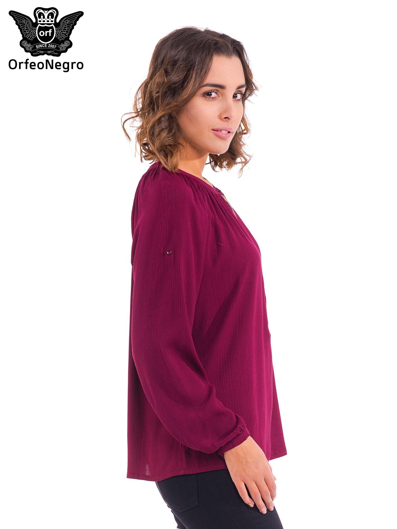 Bordowa koszula z marszczony dekoltem i wzorzystą wstawką w stylu hippie                                  zdj.                                  3