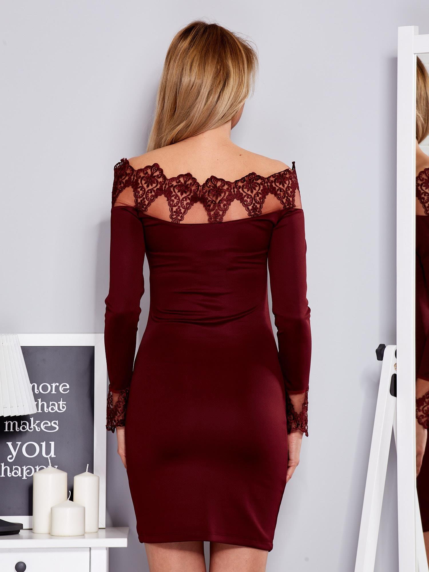 Masywnie Bordowa sukienka z koronkowym dekoltem - Sukienka koktajlowa PA12