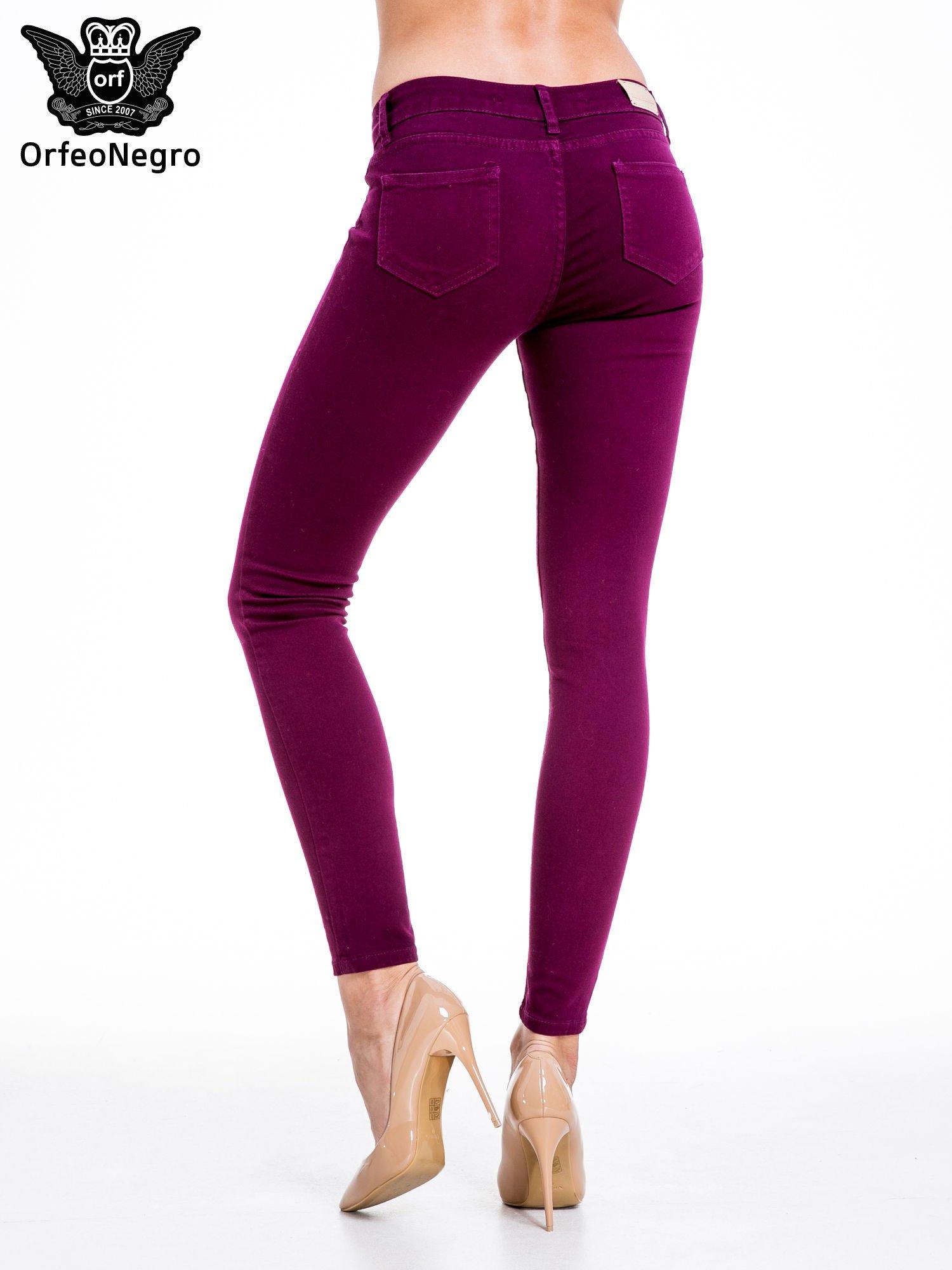 Bordowe spodnie typu skinny z elastycznego materiału                                  zdj.                                  4