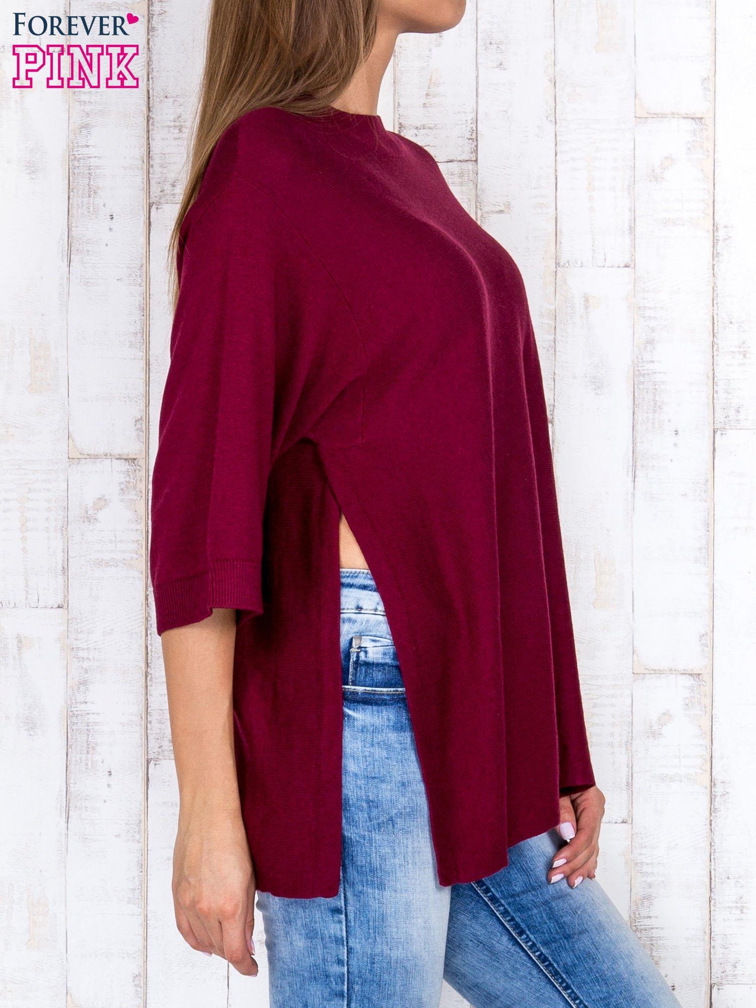Bordowy luźny sweter oversize z bocznymi rozcięciami                                  zdj.                                  3