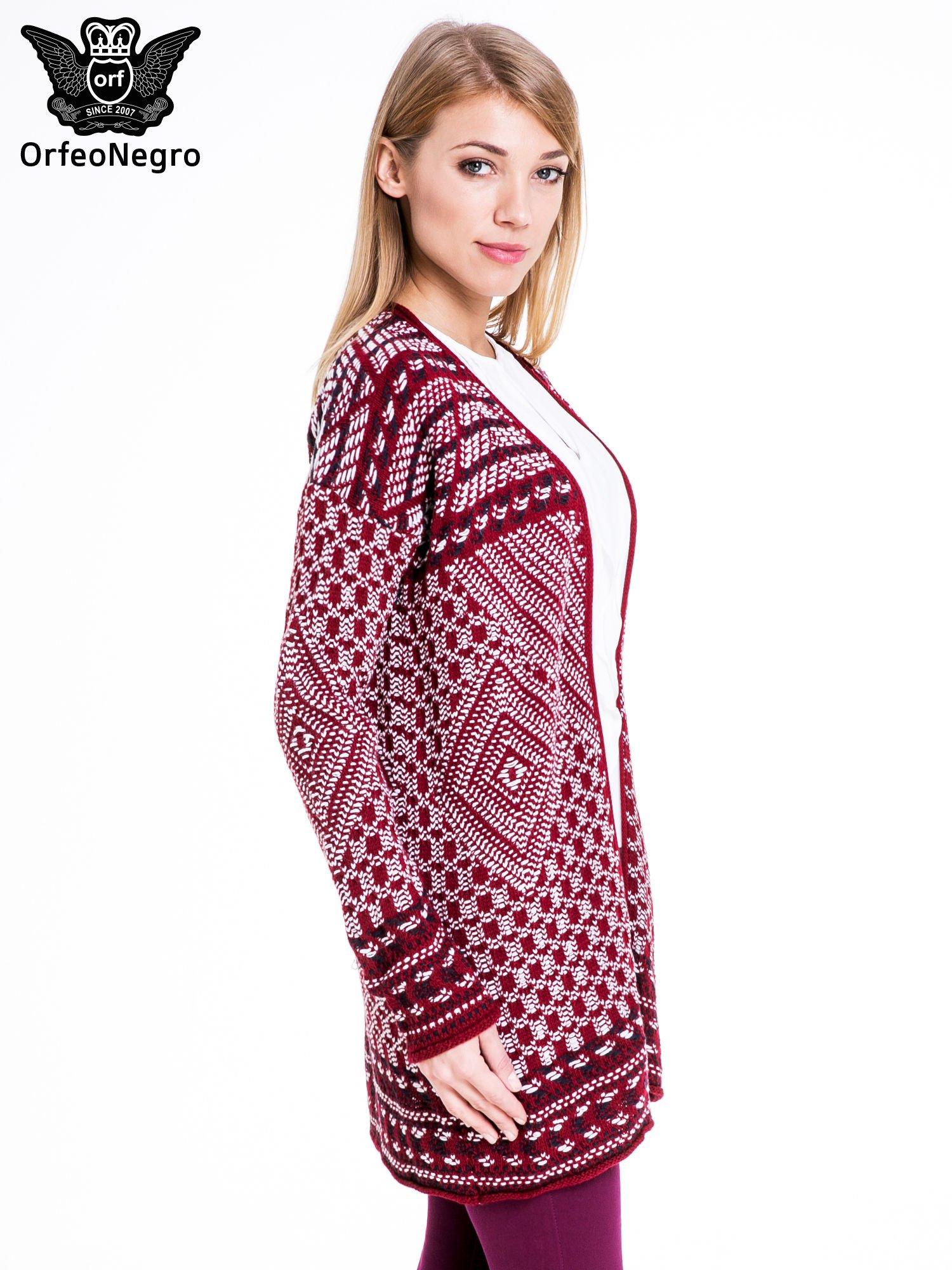 Bordowy sweter kardigan dziergany w etniczne wzory                                  zdj.                                  3