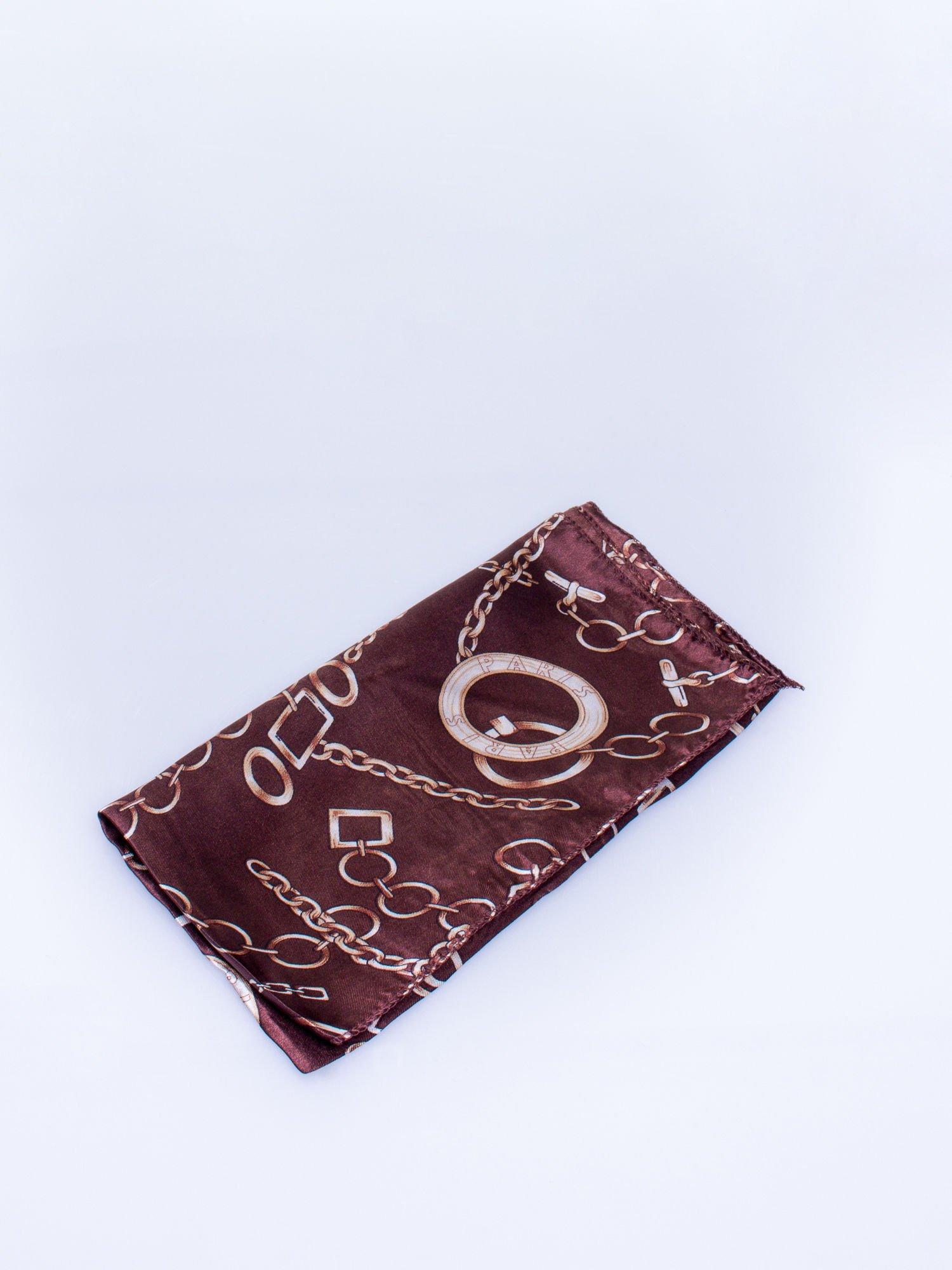 Brązowa chusta apaszka z motywem łańcuszka                                  zdj.                                  3
