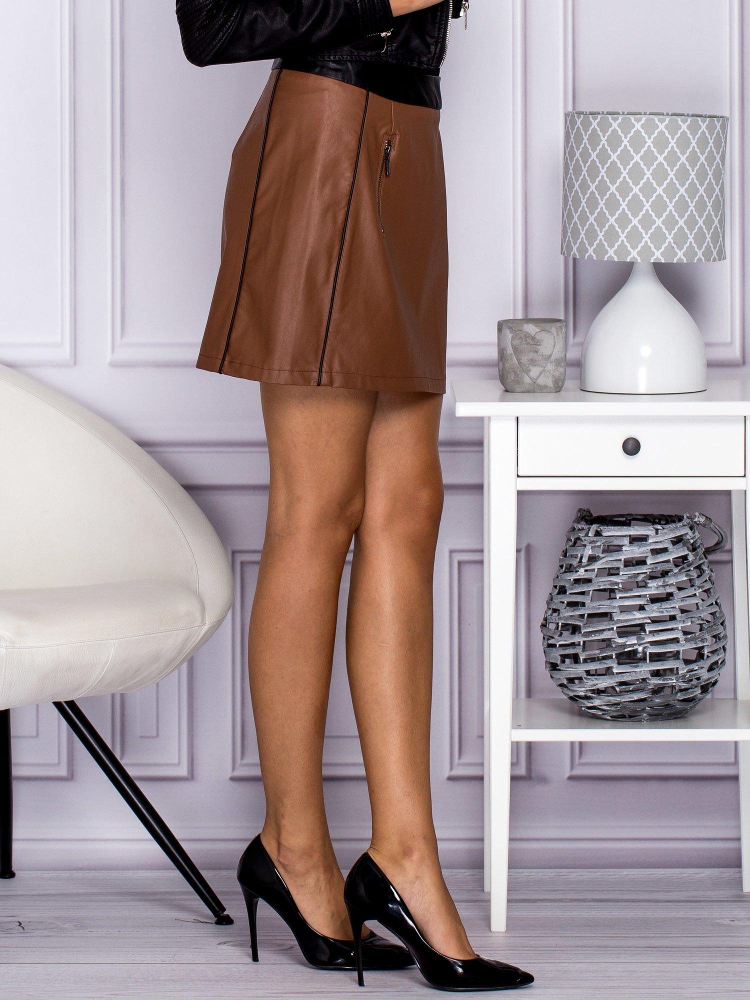 Brązowa skórzana spódnica mini z kieszeniami                                  zdj.                                  3