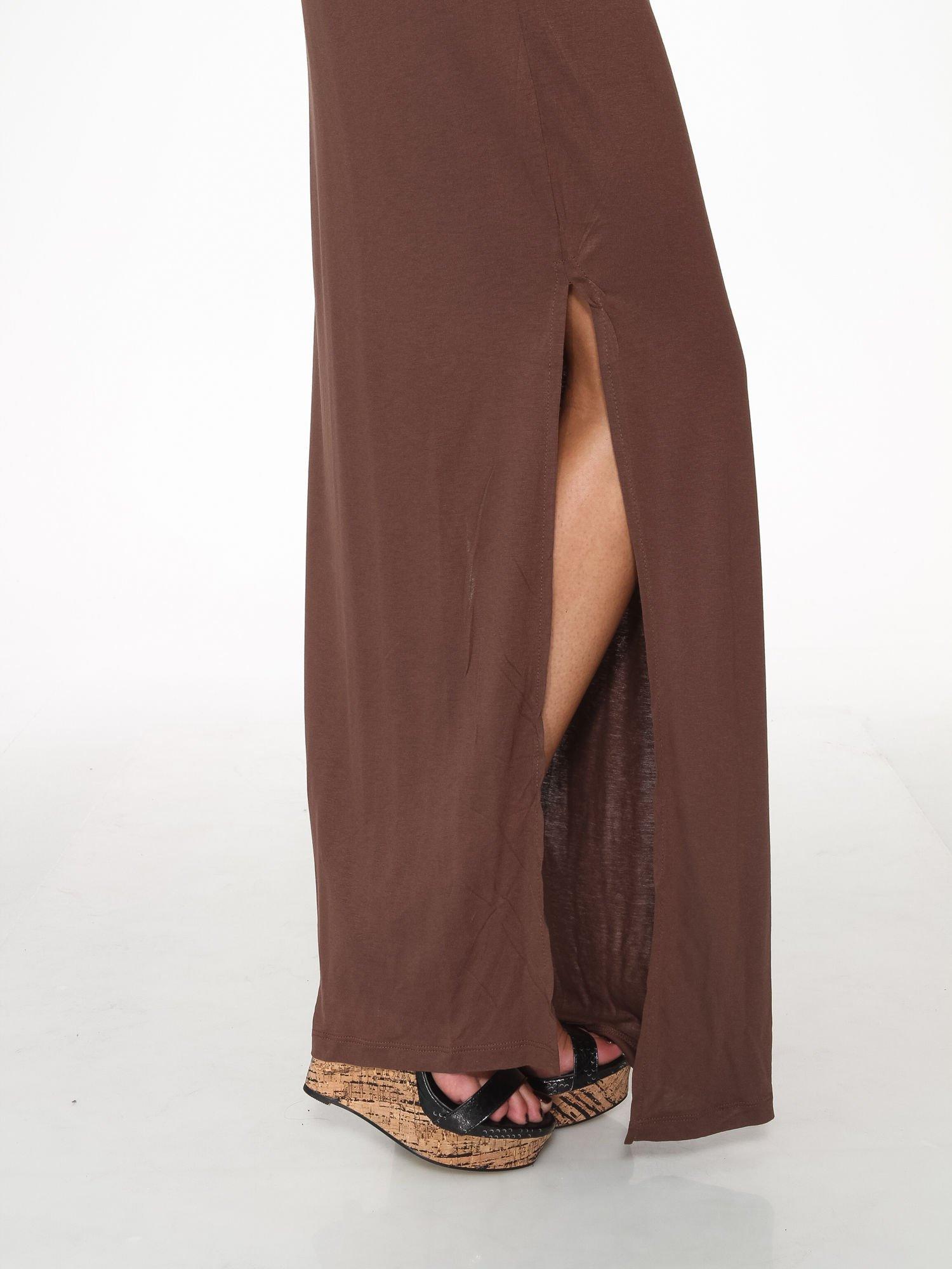 Brązowa sukienka maxi na ramiączkach z koronkowym tyłem                                  zdj.                                  9