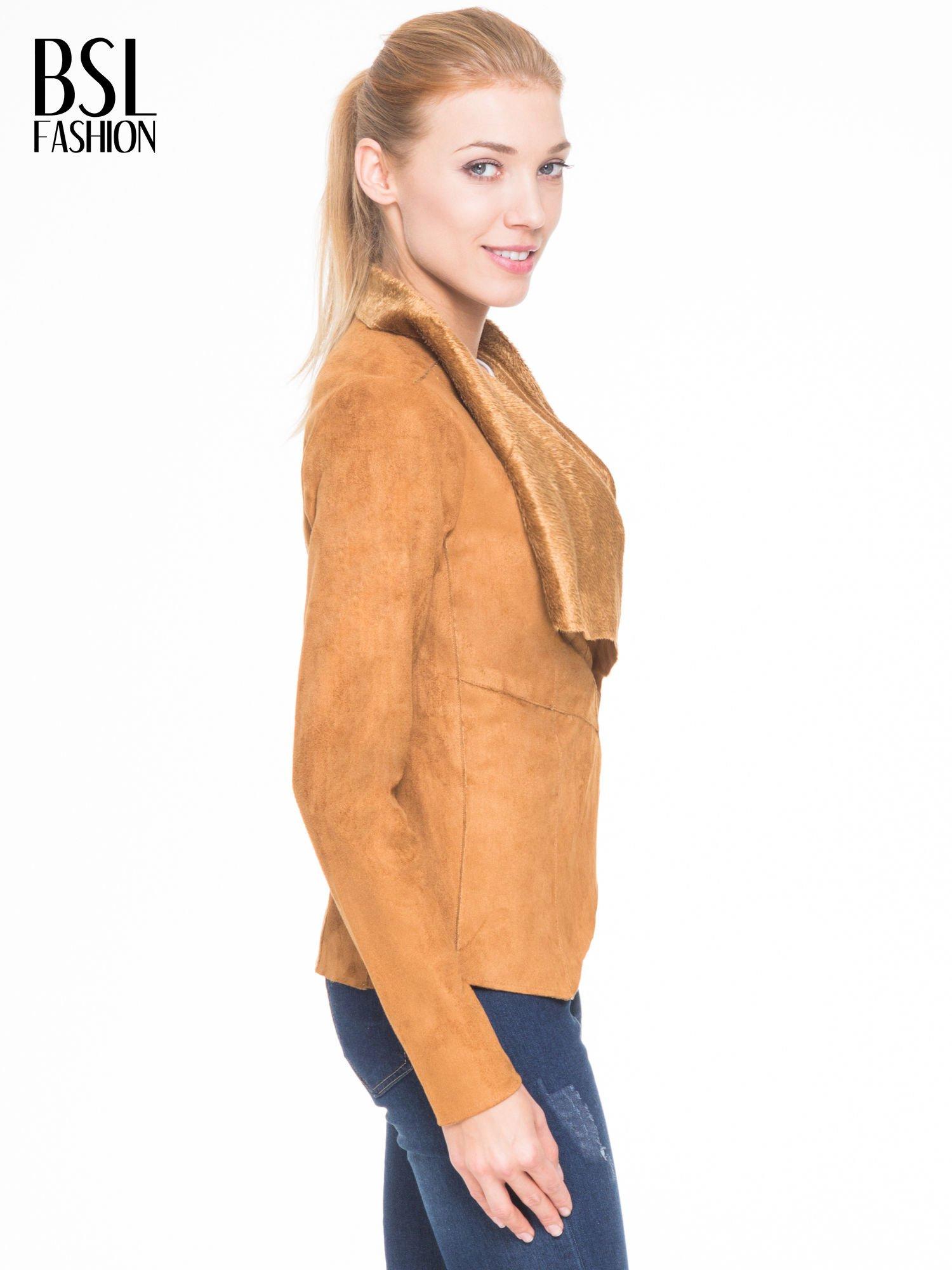 Brązowa zamszowa kurtka z futrzanymi klapami                                  zdj.                                  3