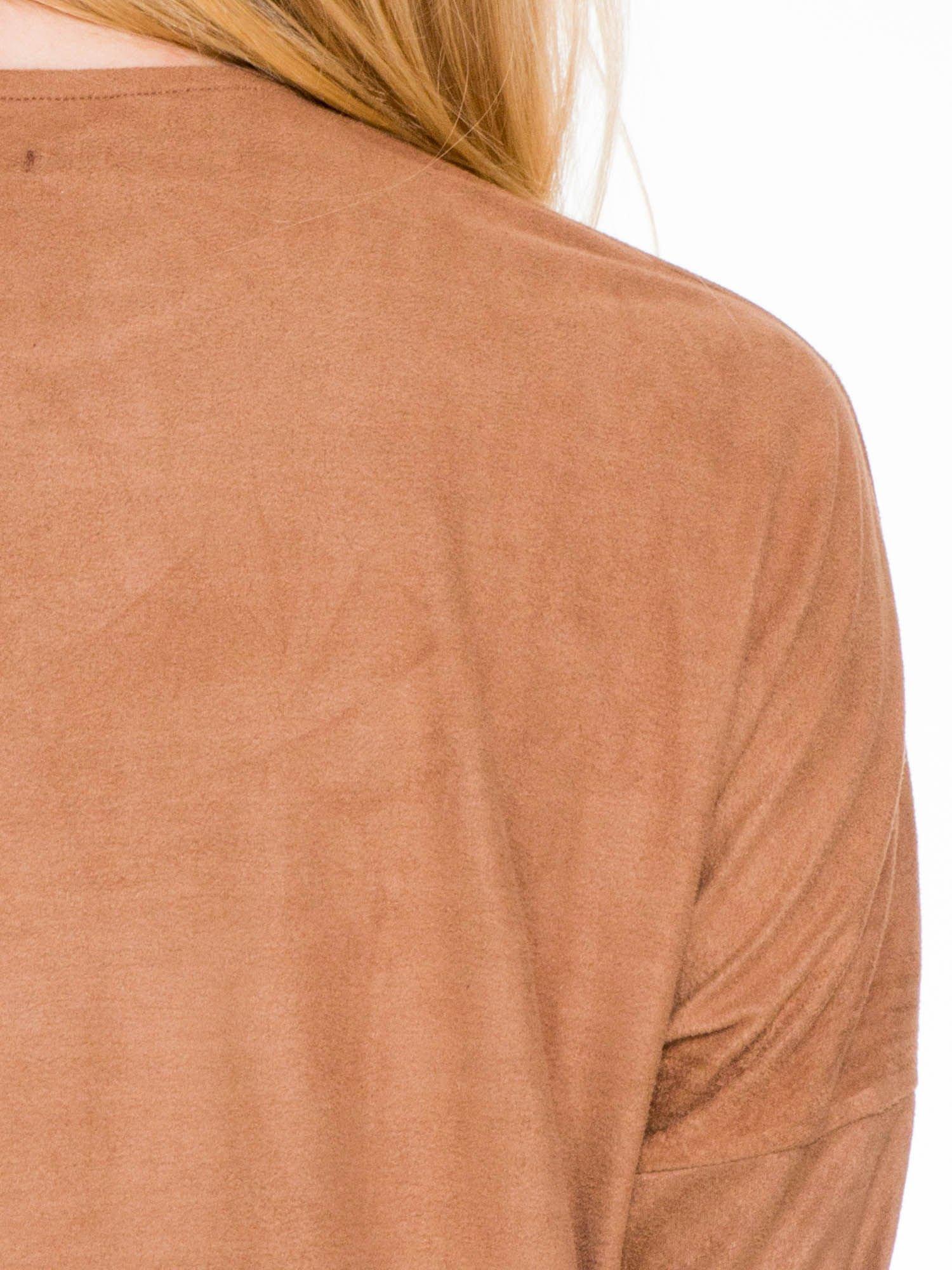 Brązowa zamszowa sukienka z luźnymi rękawami                                  zdj.                                  7