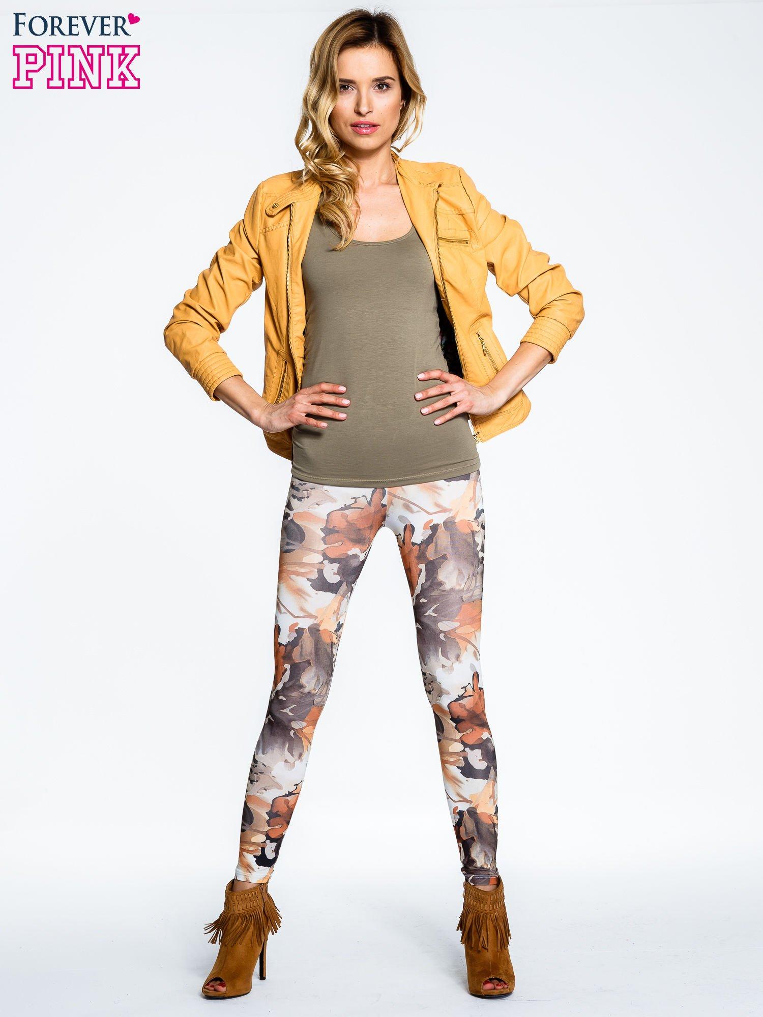 Brązowe legginsy w wielobarwne wzory                                  zdj.                                  2