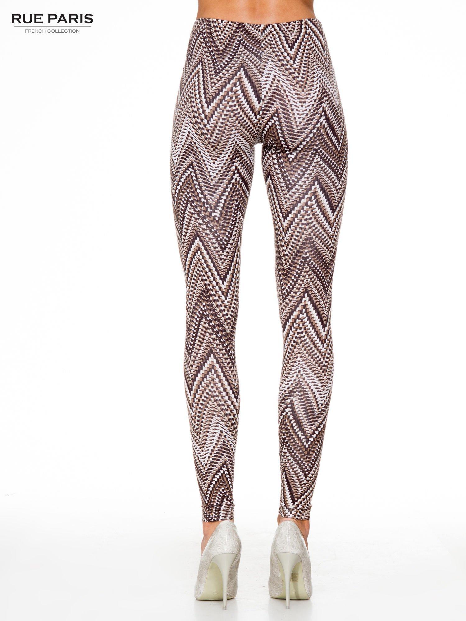 Brązowe legginsy z nadrukiem geometrycznym                                  zdj.                                  4