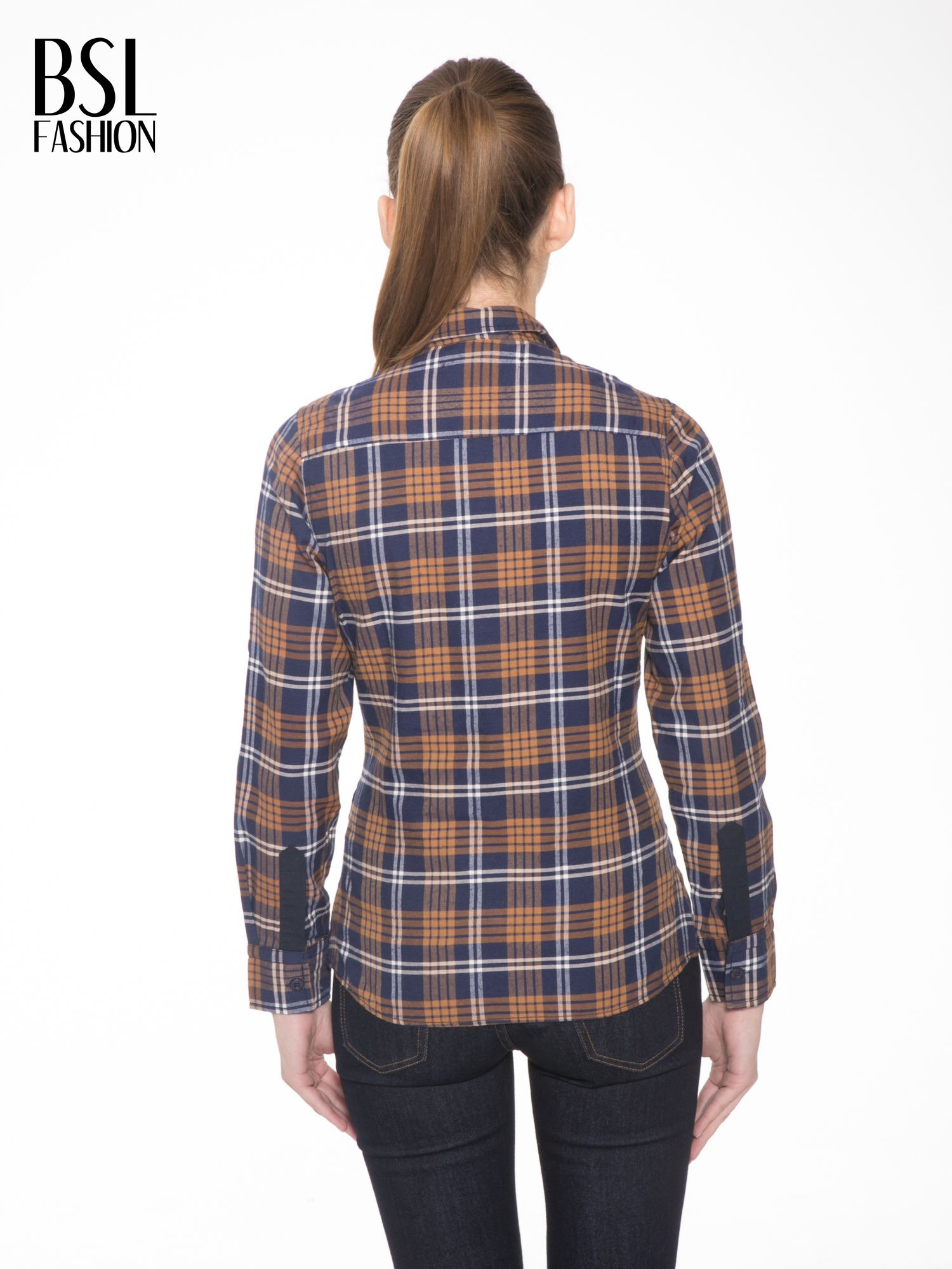Brązowo-granatowa damska koszula w kratę z kieszonkami i naszywką                                  zdj.                                  2